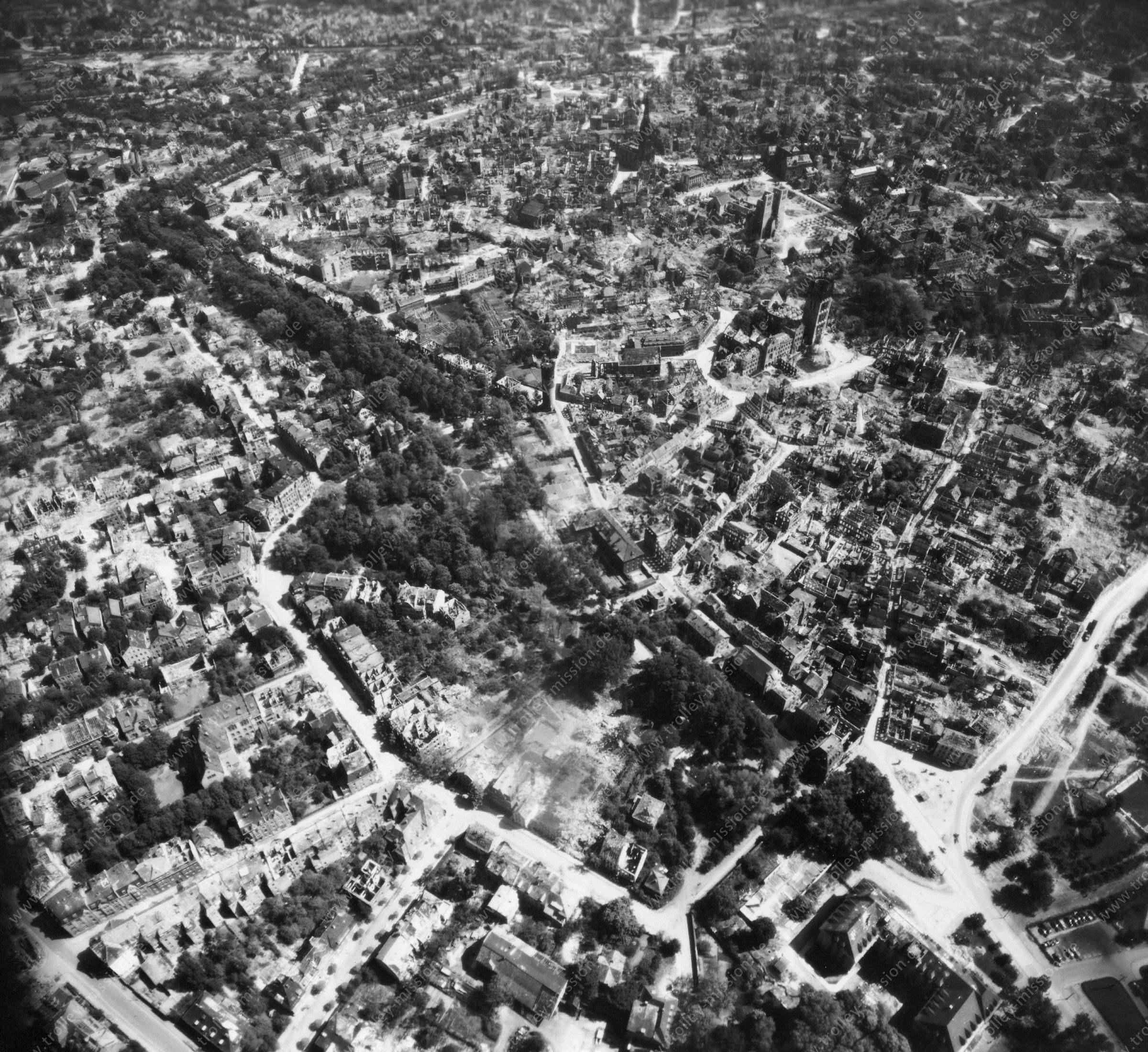Luftbild von Münster am 12. Mai 1945 - Luftbildserie 6/11 der US Air Force