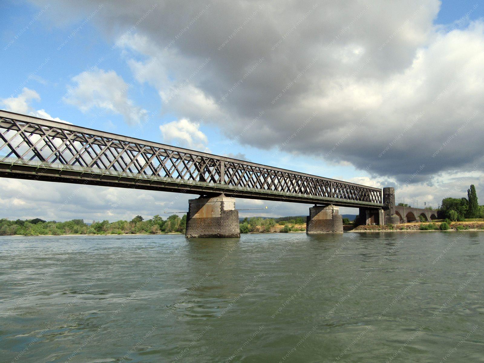 Neue Fotos der Wasserschutz-Polizei vom Flugzeugabsturz an der Urmitzer Eisenbahnbrücke