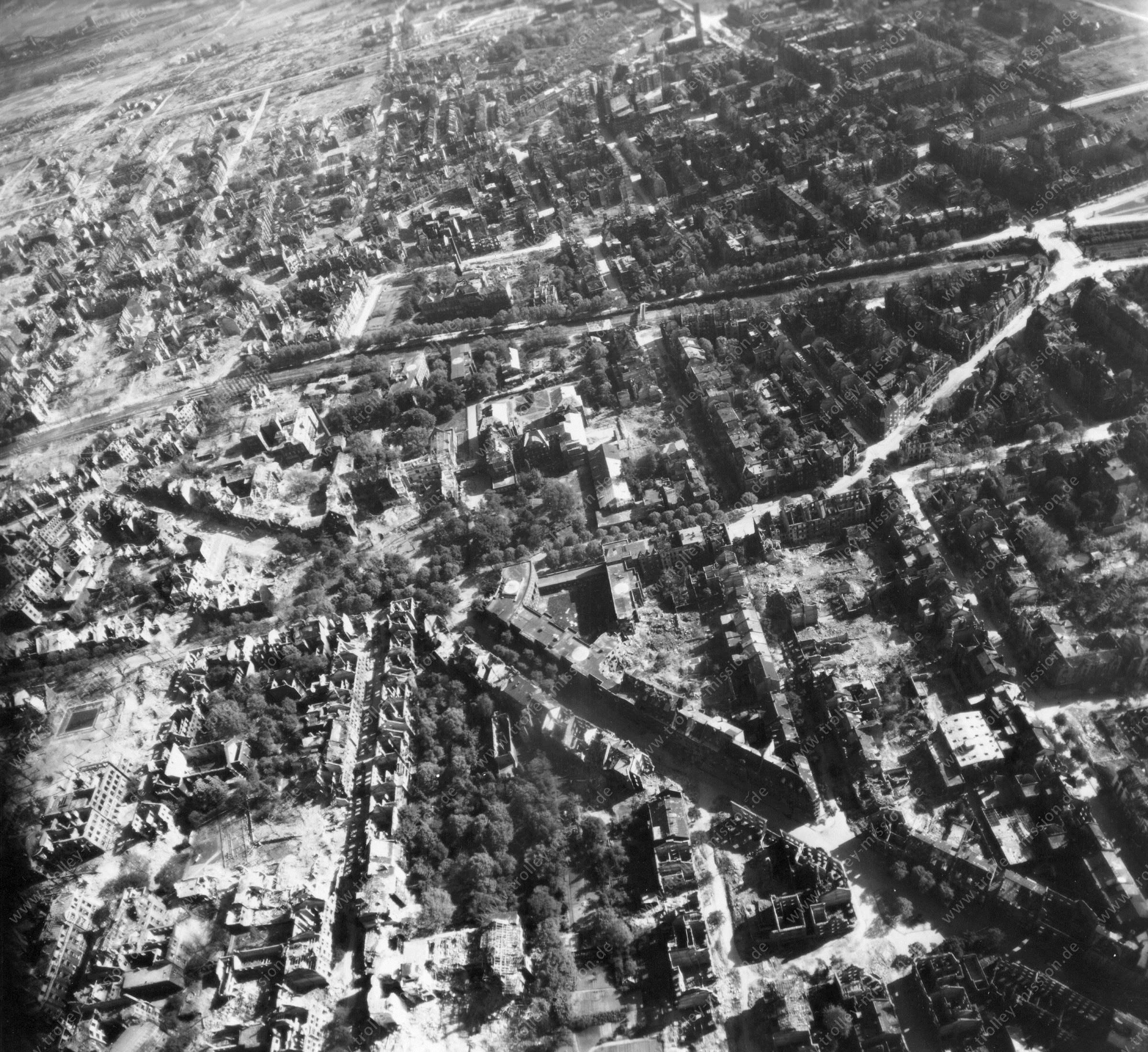 Luftbild von Dortmund am 12. Mai 1945 - Luftbildserie 4/4 der US Air Force