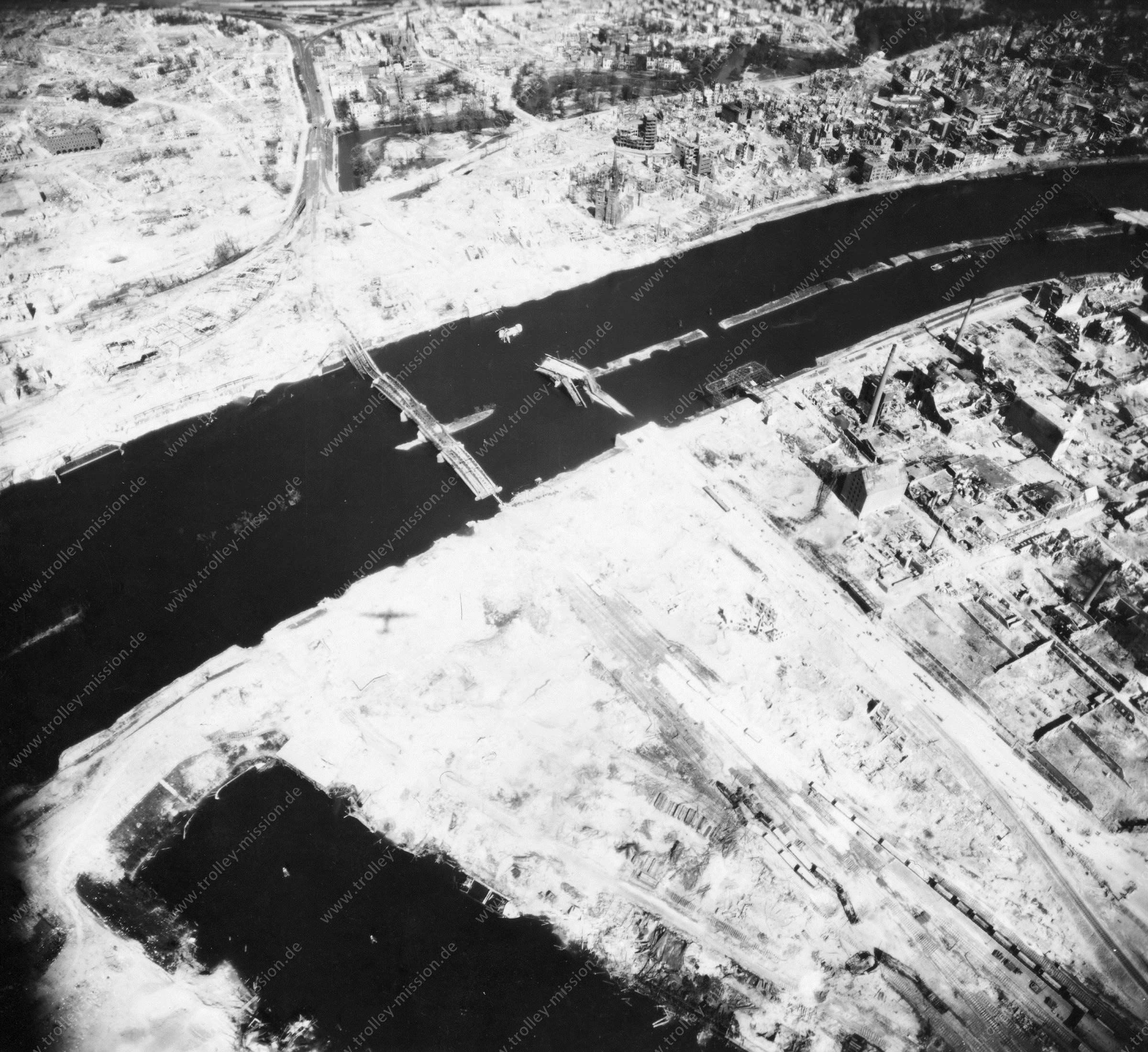 Luftbild von Bremen am 12. Mai 1945 - Luftbildserie 9/12 der US Air Force