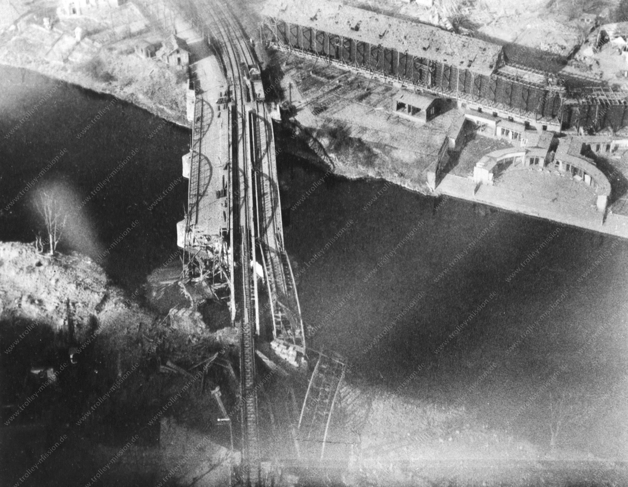 Zerstörte Eisenbahnbrücke über die Nahe in Bad Münster am Stein-Ebernburg
