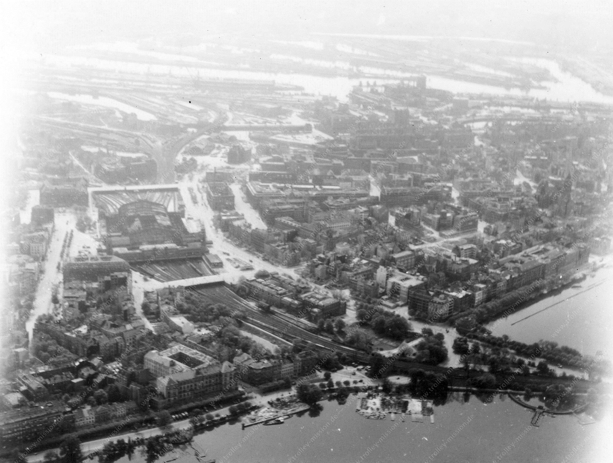 Hamburg Luftbild Außenalster, Lombardsbrücke und Binnenalster sowie Hauptbahnhof