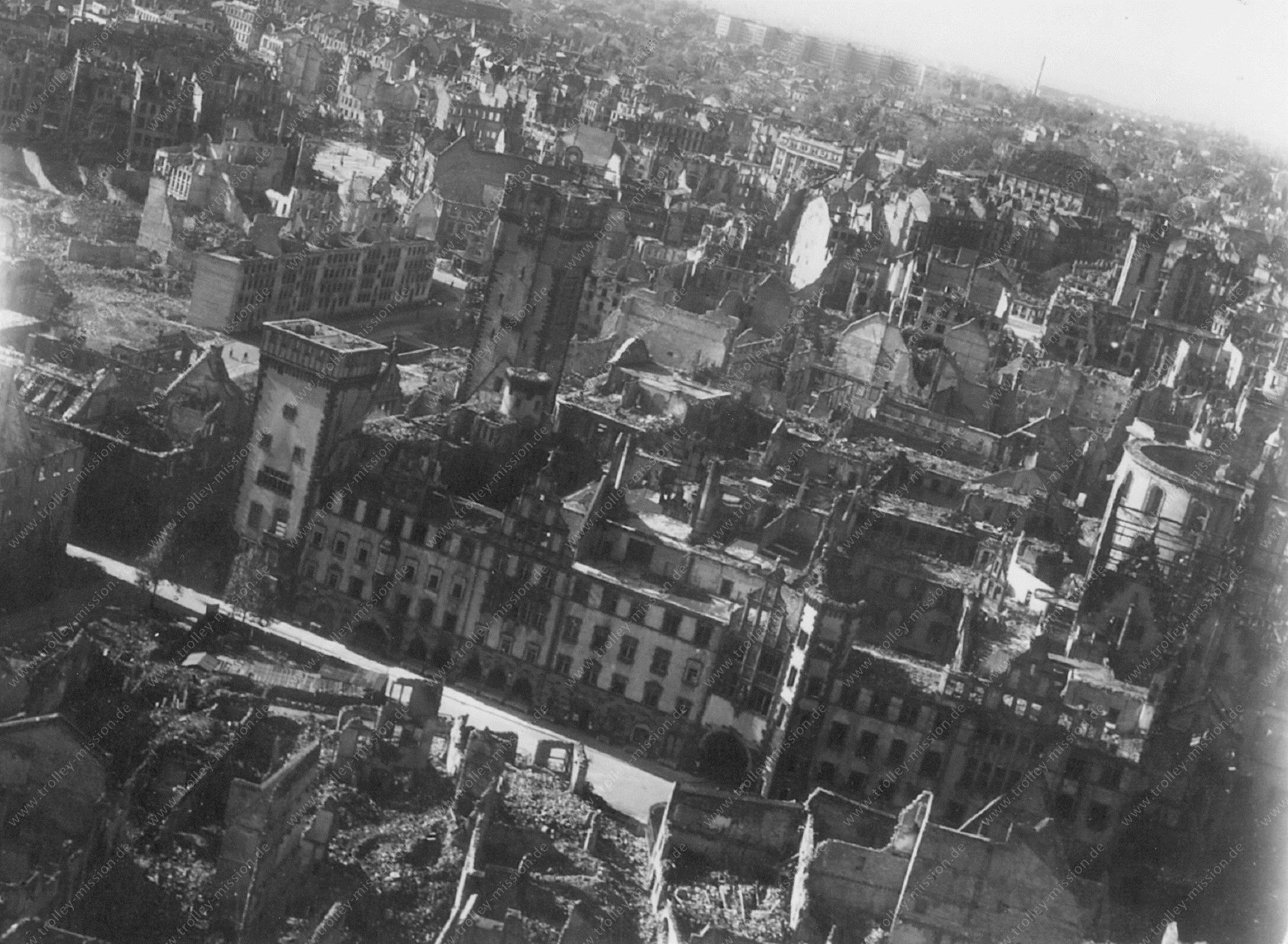 Frankfurt am Main Luftbild mit Blick auf das Rathaus in der Limpurgergasse