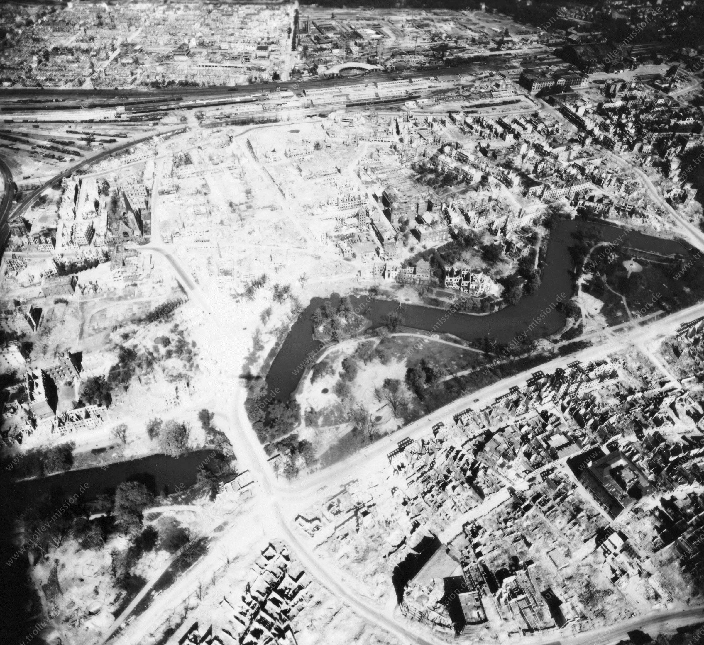 Luftbild von Bremen am 12. Mai 1945 - Luftbildserie 11/12 der US Air Force