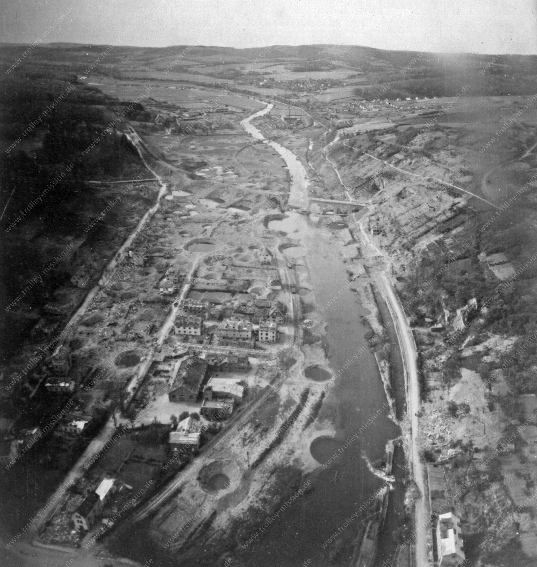 Arnsberg nach der Zerstörung des Arnsberger Eisenbahnviadukt im Frühjahr 1945