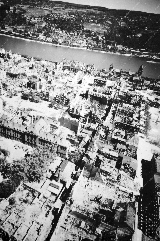 Luftaufnahme von Koblenz und seiner Altstadt nach den Weltkriegsbomben