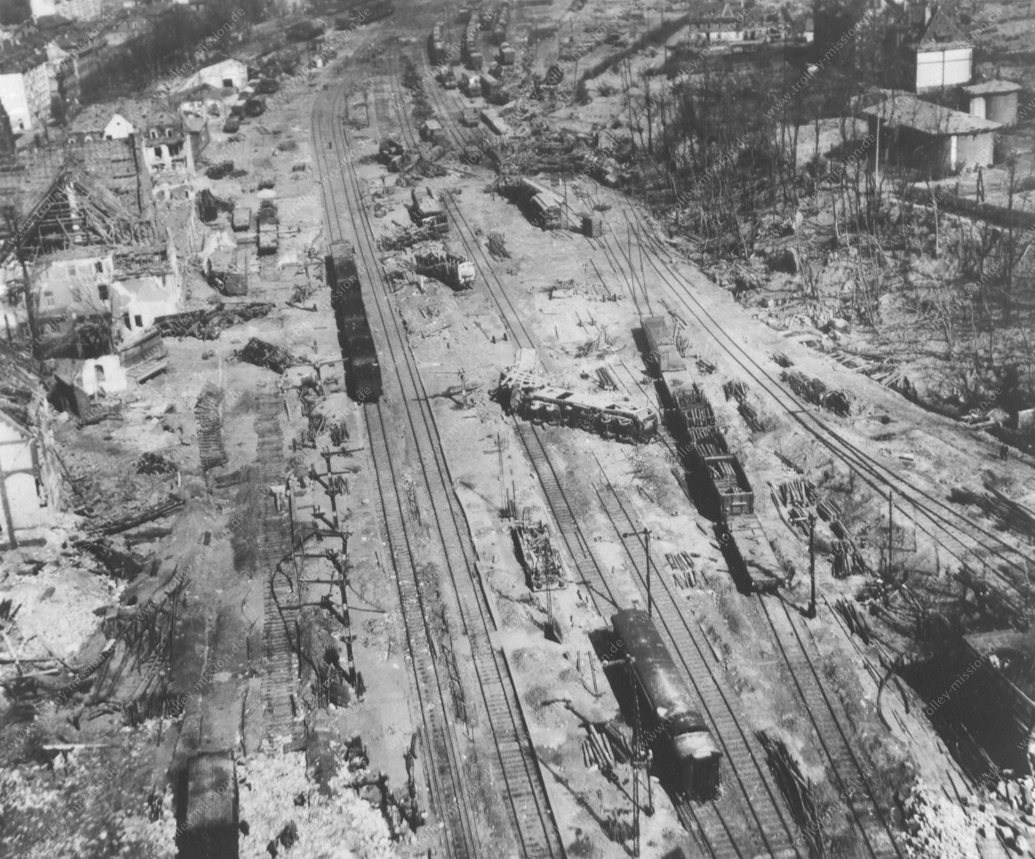 Bahnhof Marburg an der Lahn nach dem Bombenangriff im Jahre 1945