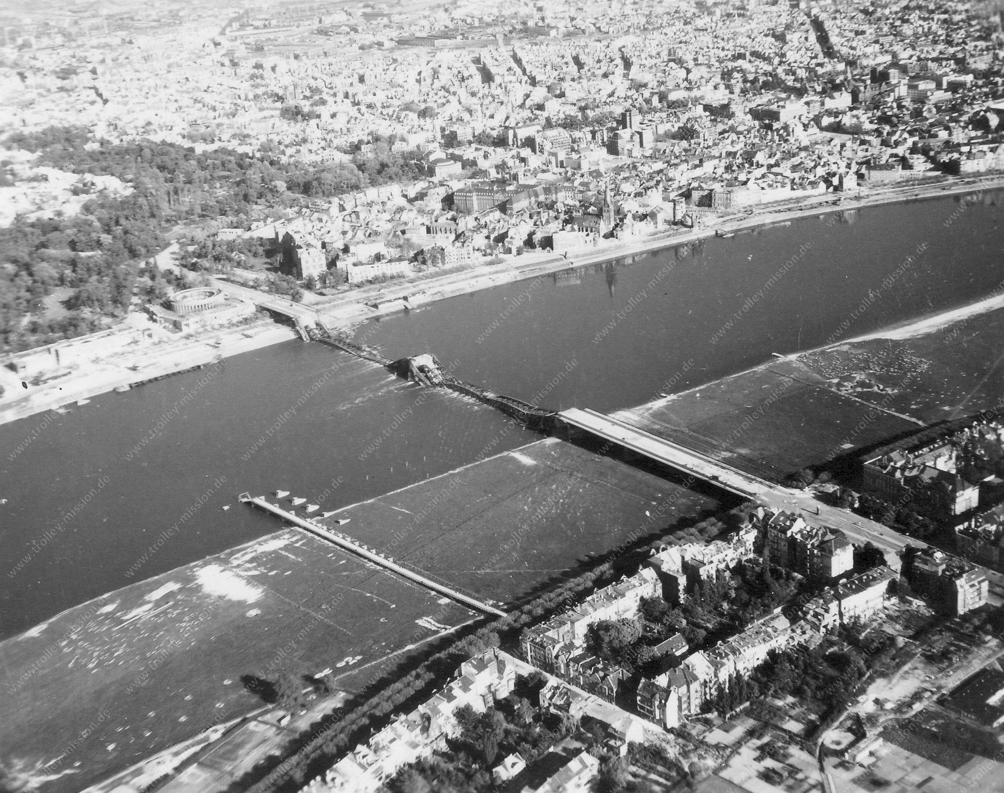 Düsseldorf Luftbild Rheinufer mit Tonhalle und Oberkasseler Brücke