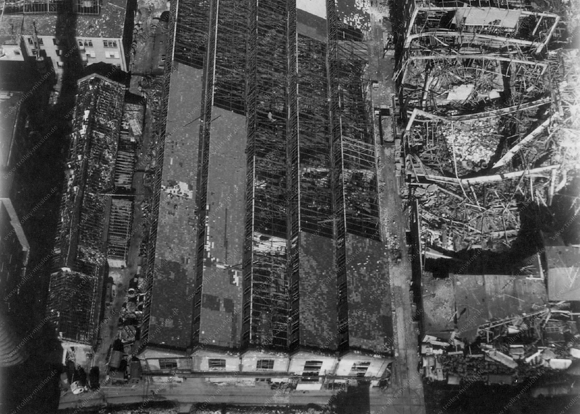 Unbekanntes Luftbild Zerstörte Fabrik