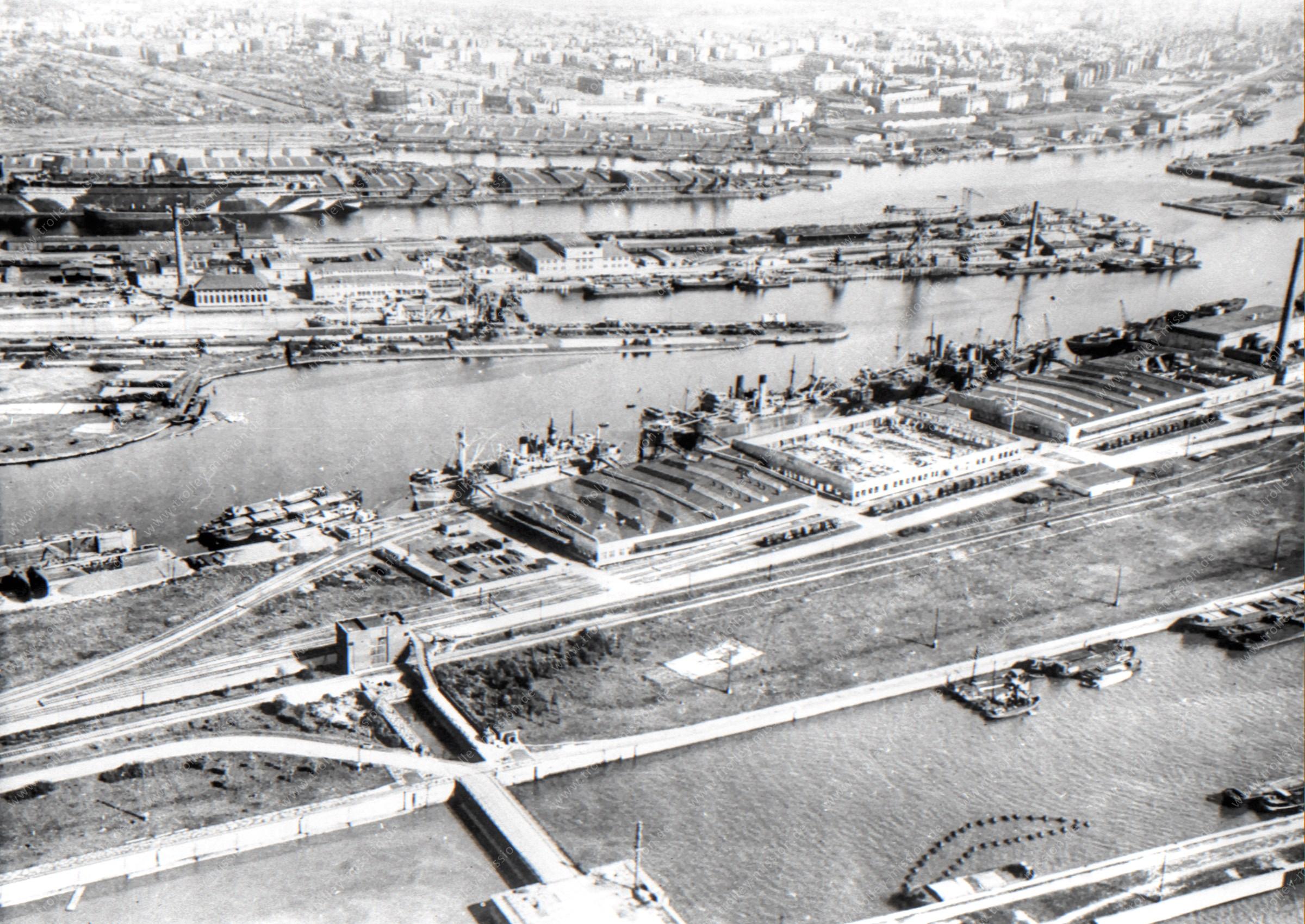Luftaufnahme Überseehafen in Bremerhaven (Wesermünde) mit Verbindungshafen und Kaiserhafen sowie Lloyd Werft und Nordschleuse und Columbuskaje
