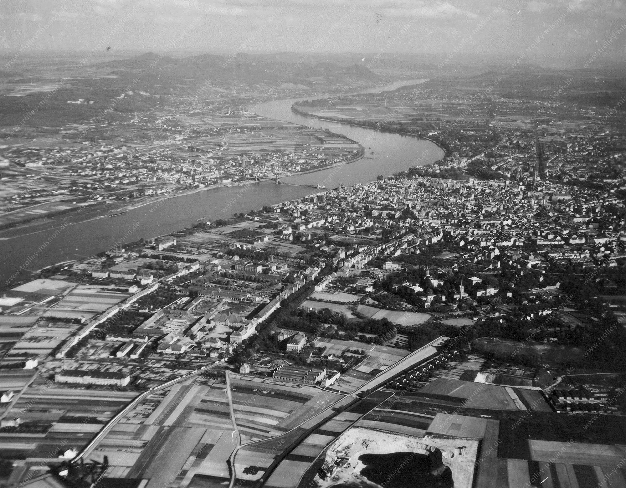 Bonn Luftbild mit Blick auf das Siebengebirge