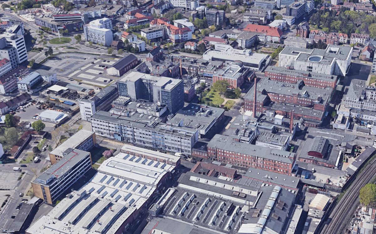 Betriebsanlagen der Firma Heraeus in Hanau - Luftaufnahme aus dem Zweiten Weltkrieg und heutige Ansicht in Google Maps