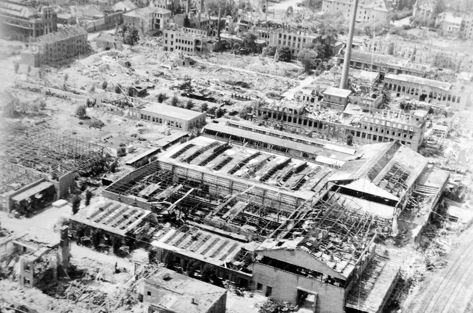 Betriebsanlagen der Firma Heraeus in Hanau - Luftaufnahme aus dem Zweiten Weltkrieg