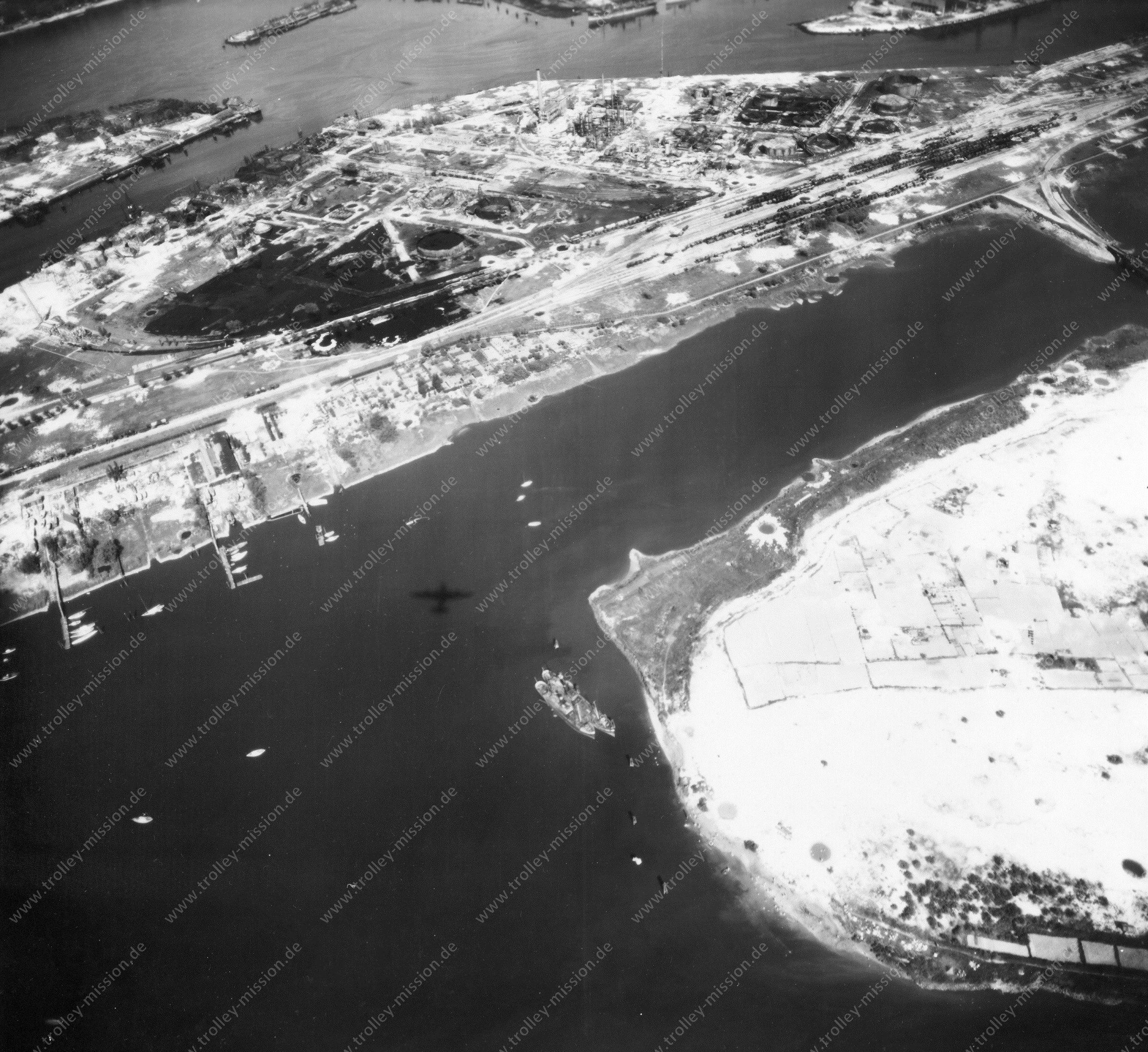 Luftbild von Hamburg und Hafen am 12. Mai 1945 - Luftbildserie 2/19 der US Air Force