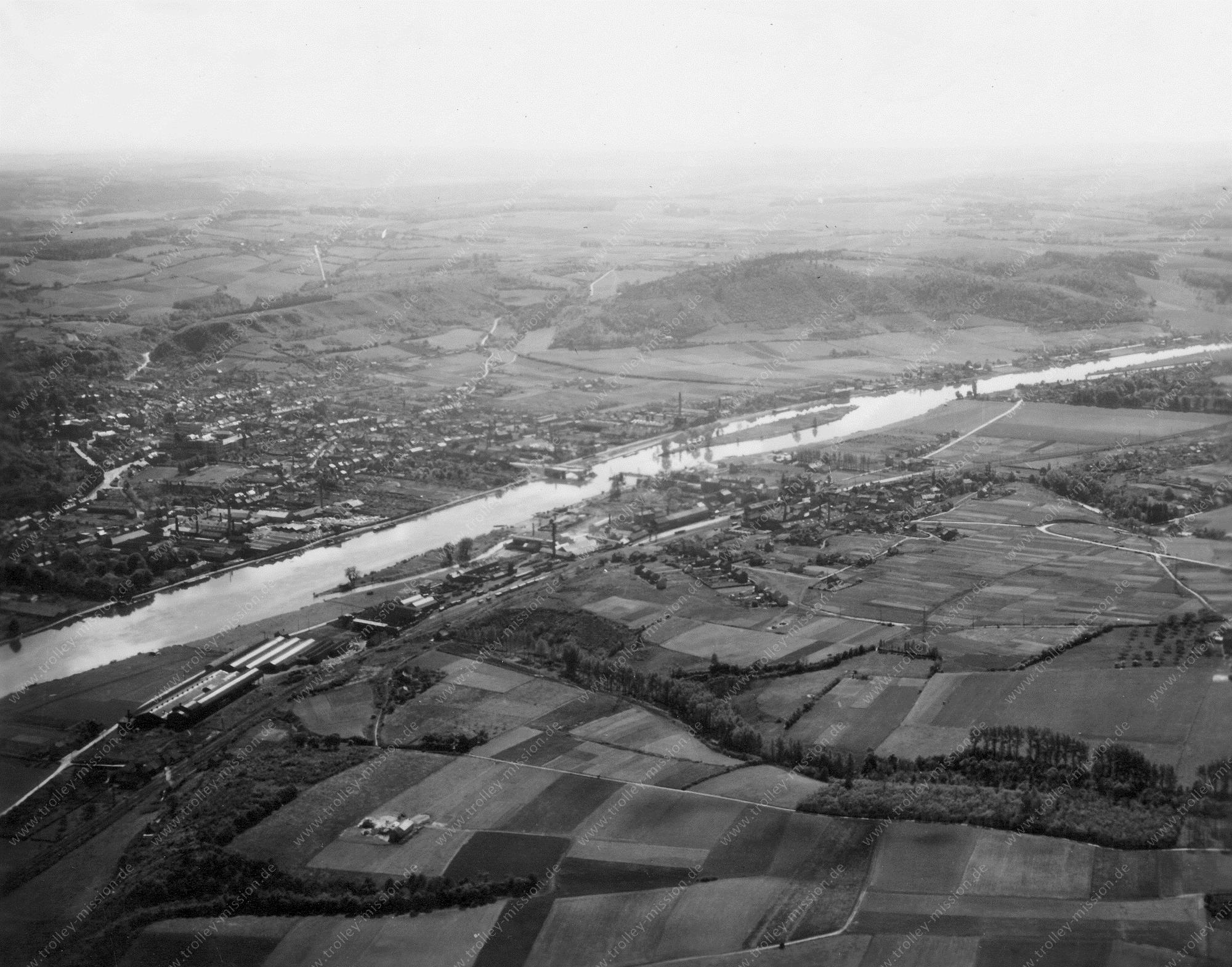 Luftbild von Andenne an der Maas Mai 1945 (Belgien)