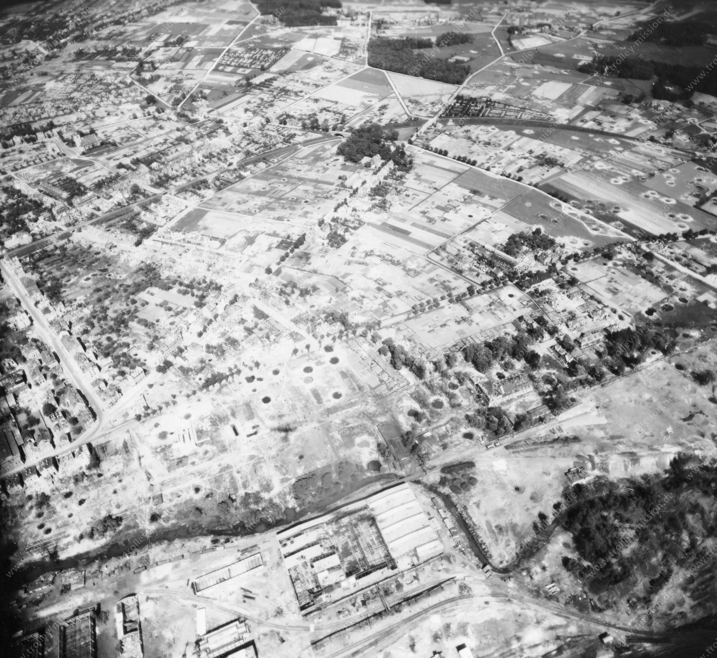 Luftbild vom Stadtteil Schinkel in Osnabrück nach dem Zweiten Weltkrieg