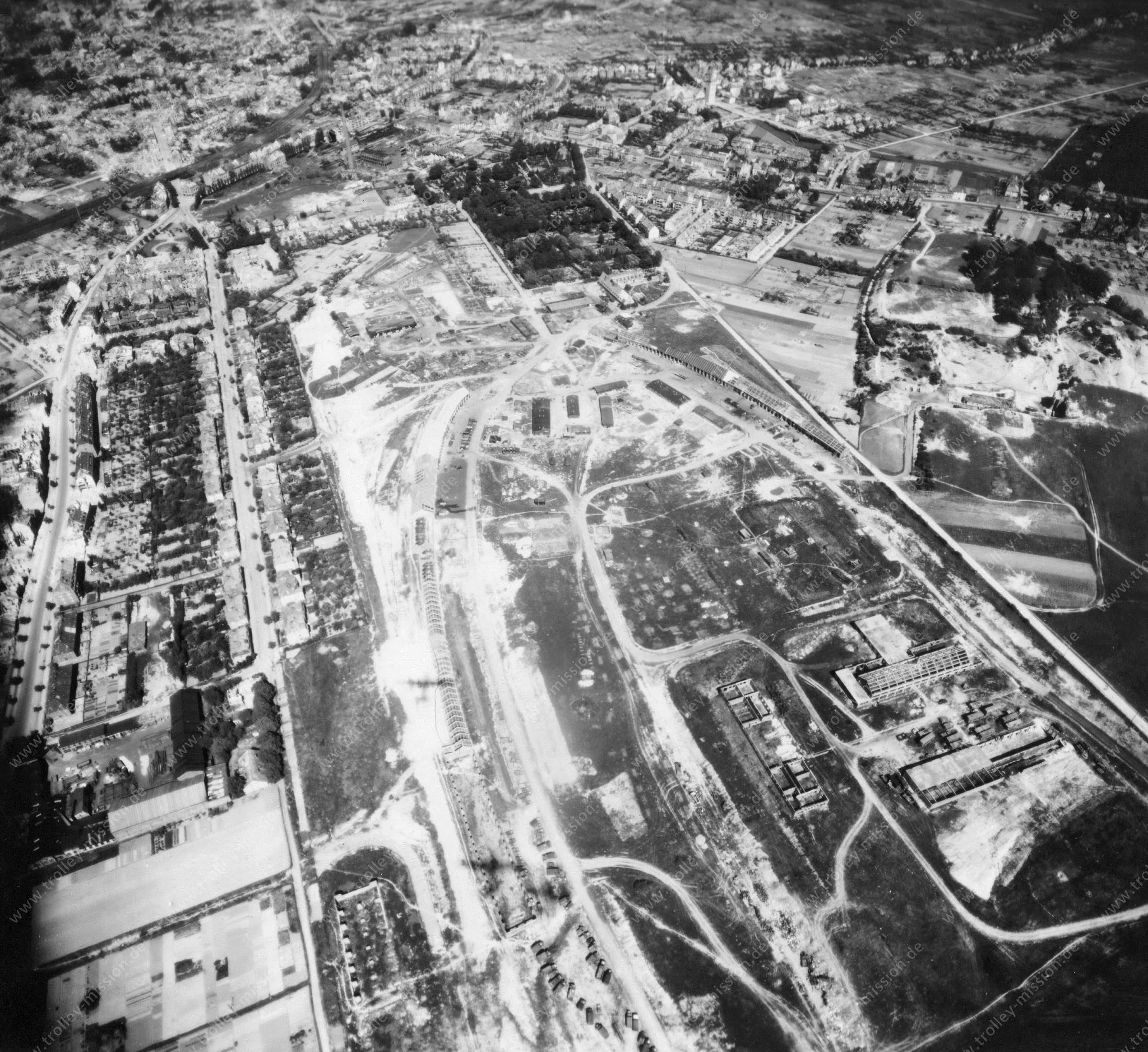 Luftbild von Osnabrück am 12. Mai 1945 - Luftbildserie 2/9 der US Air Force