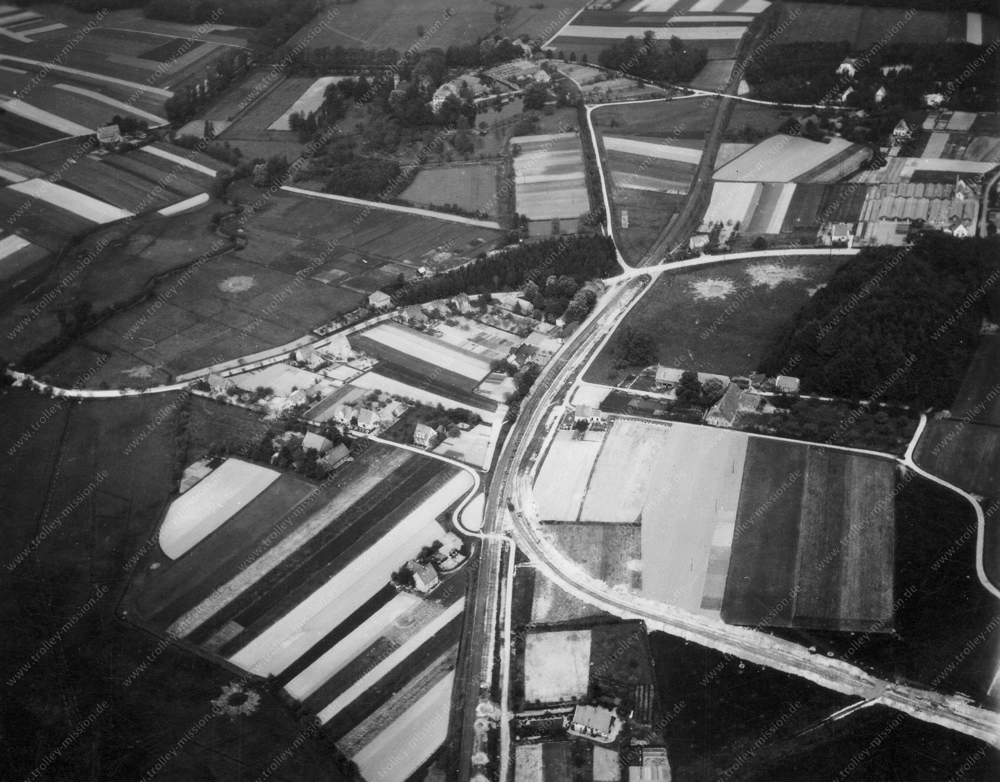 Osnabrück-Sutthausen Luftbild aus dem Zweiten Weltkrieg mit Bahnhof in der St.-Florian-Straße