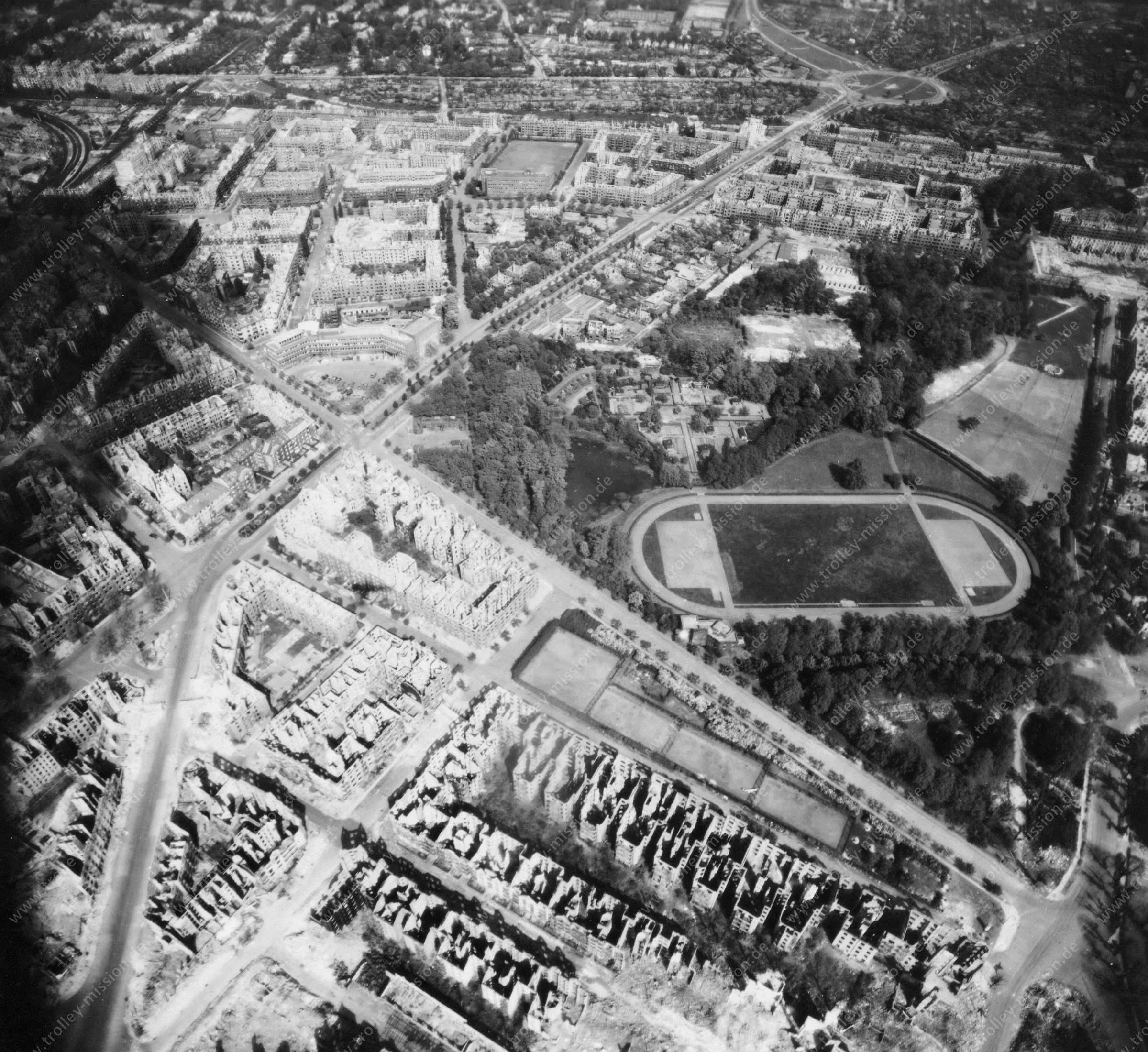 Luftbild von Hamburg und Hafen am 12. Mai 1945 - Luftbildserie 19/19 der US Air Force