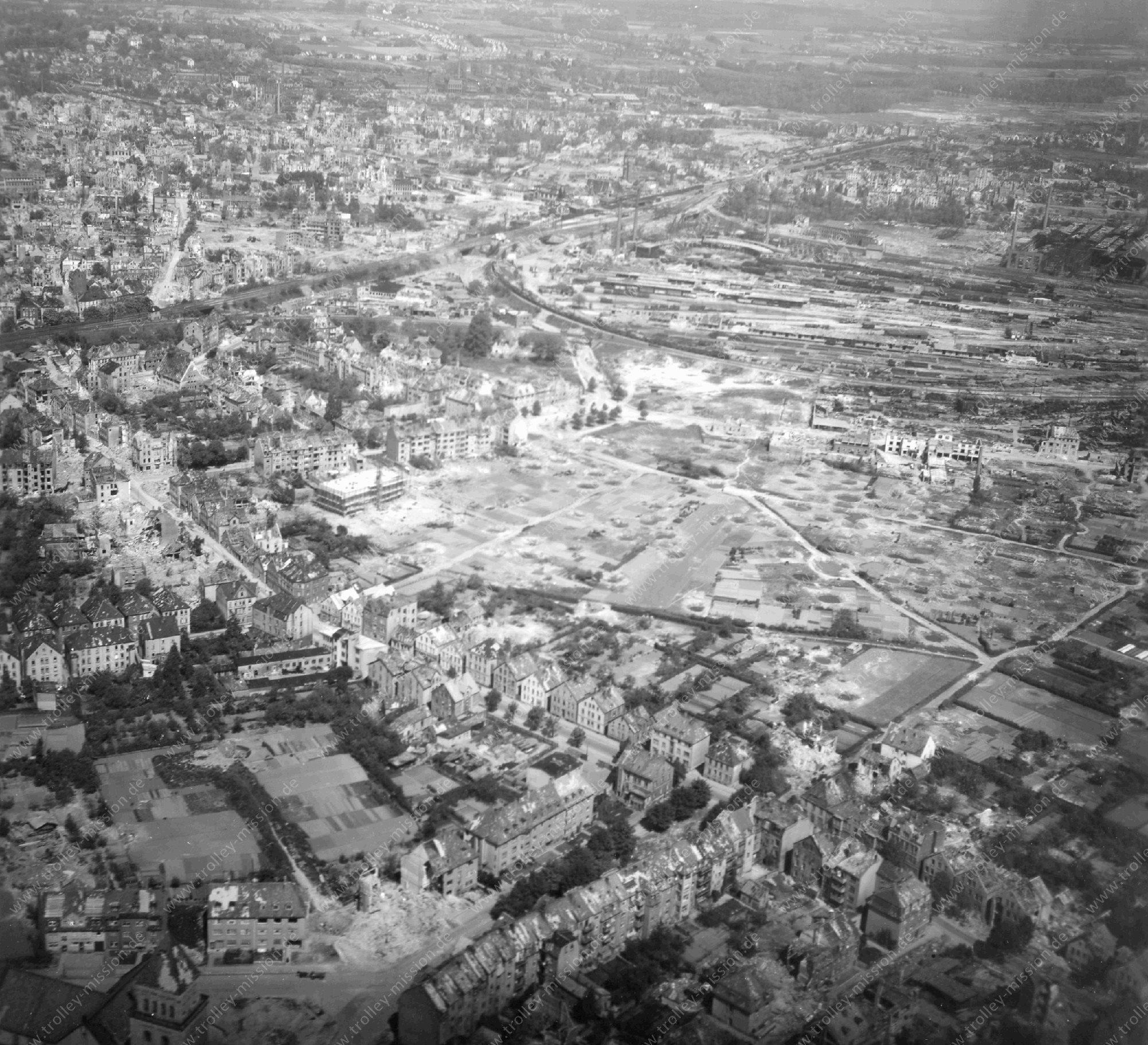 Luftbild vom Rangierbahnhof bzw. Güterbahnhof in Osnabrück im Mai 1945