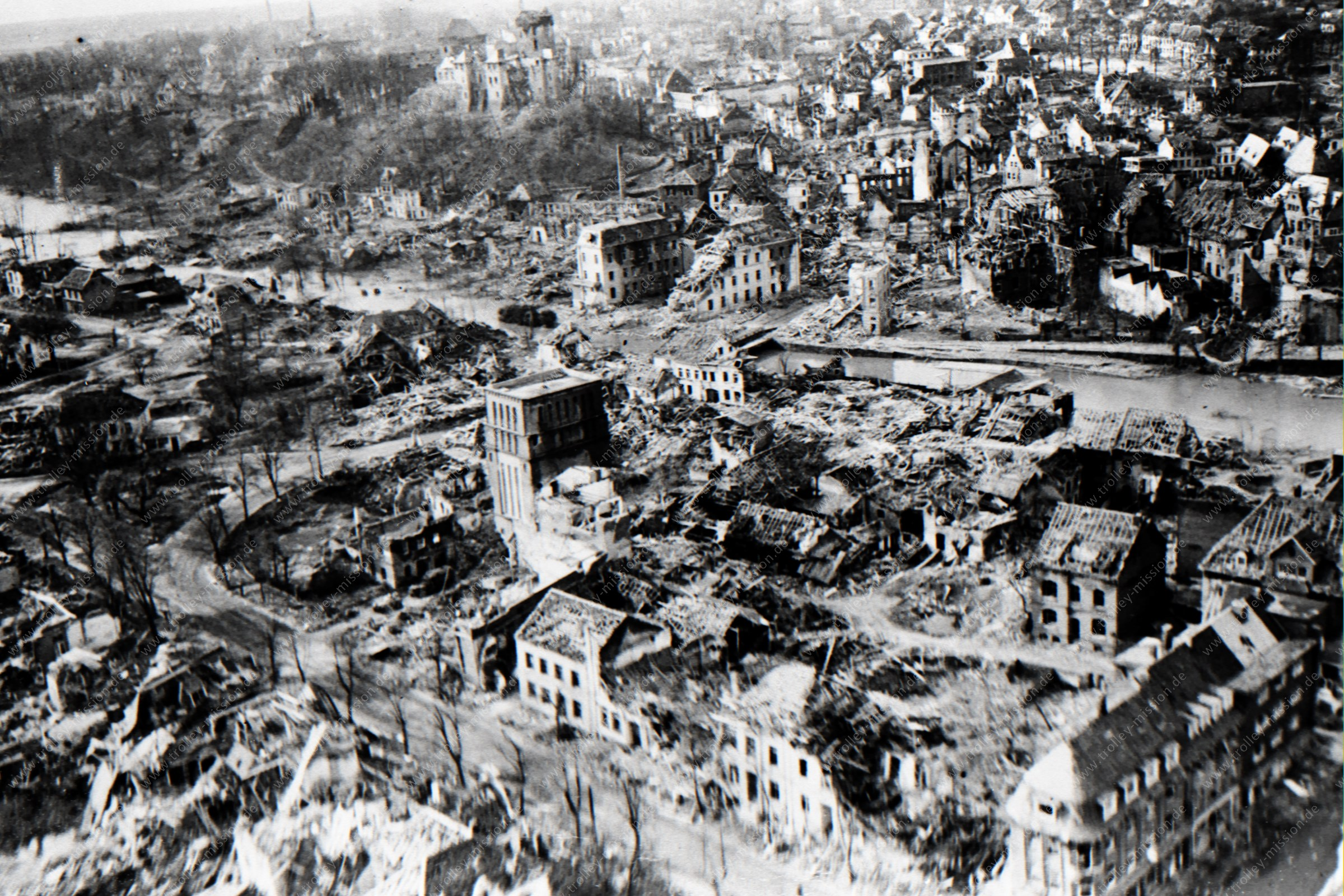 Luftaufnahme von Kleve und der Schwanenburg nach der totalen Zerstörung im Zweiten Weltkrieg