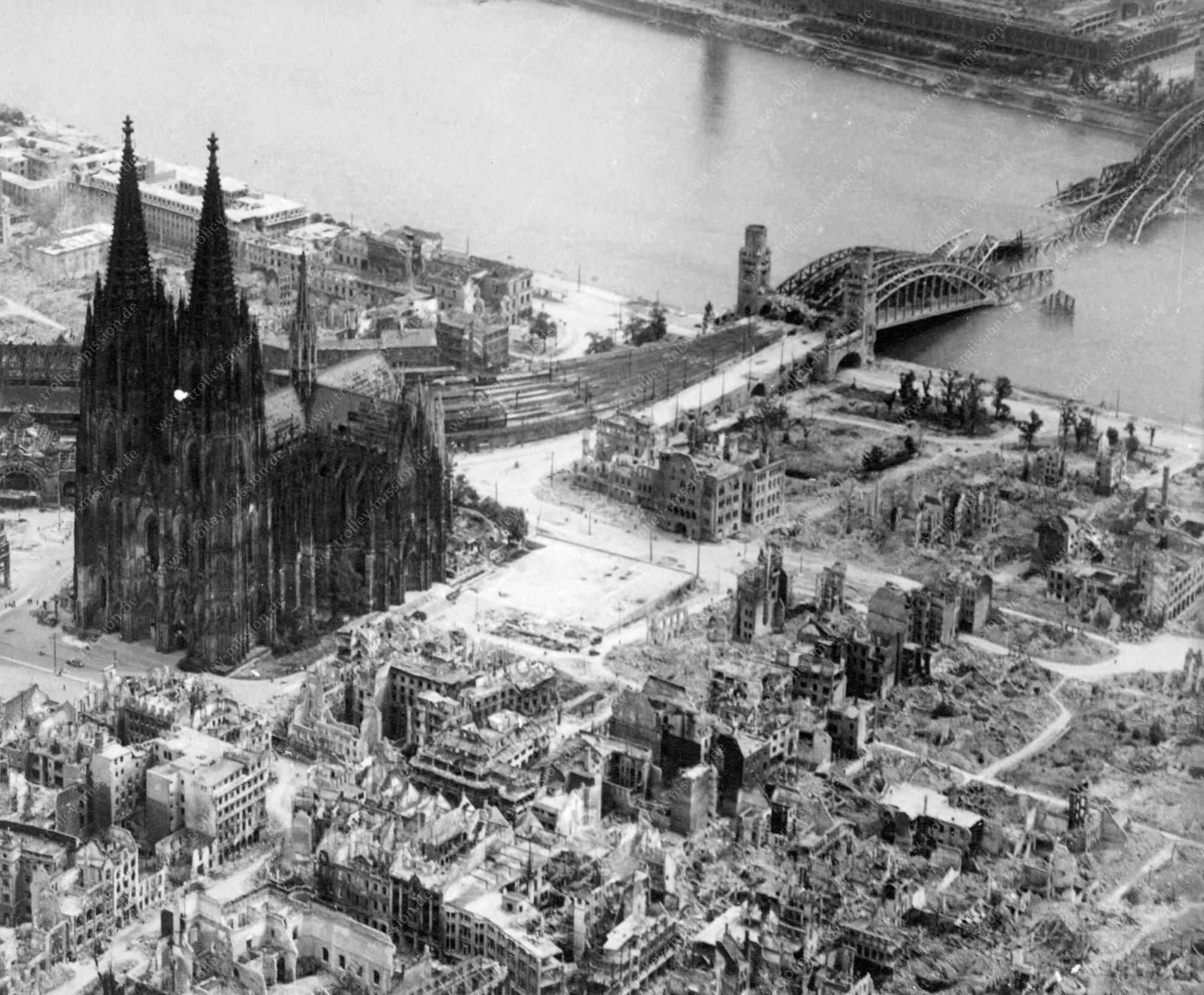 Kölner Dom - Hohe Domkirche Sankt Petrus - und Rheingarten im Mai 1945