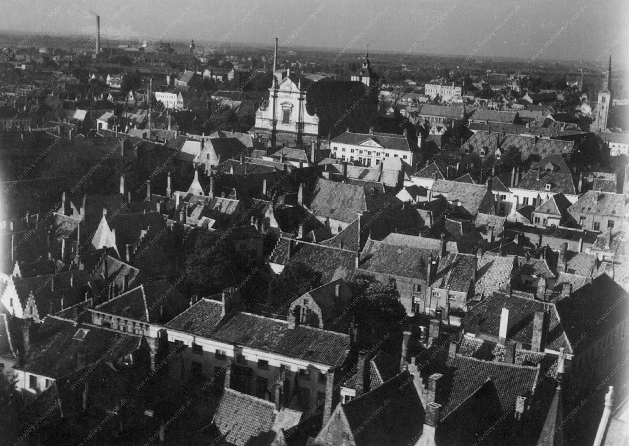 Luftbild über den Dächern von Brügge (Belgien)