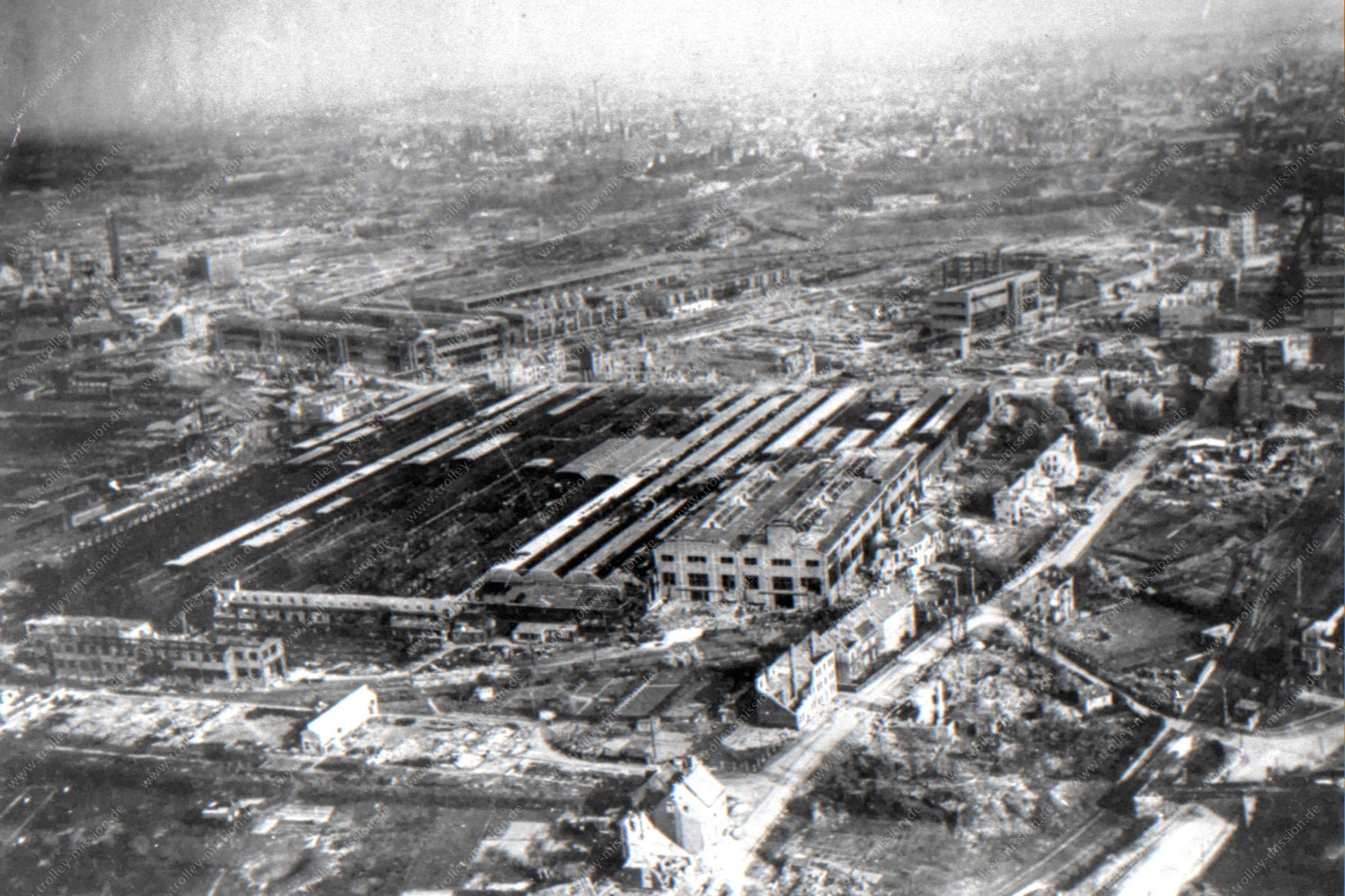 Lokomotiven- und Waggonbaufabrik (LOWA) der Friedrich Krupp AG in Essen nach den Fliegerbomben im Zweiten Weltkrieg