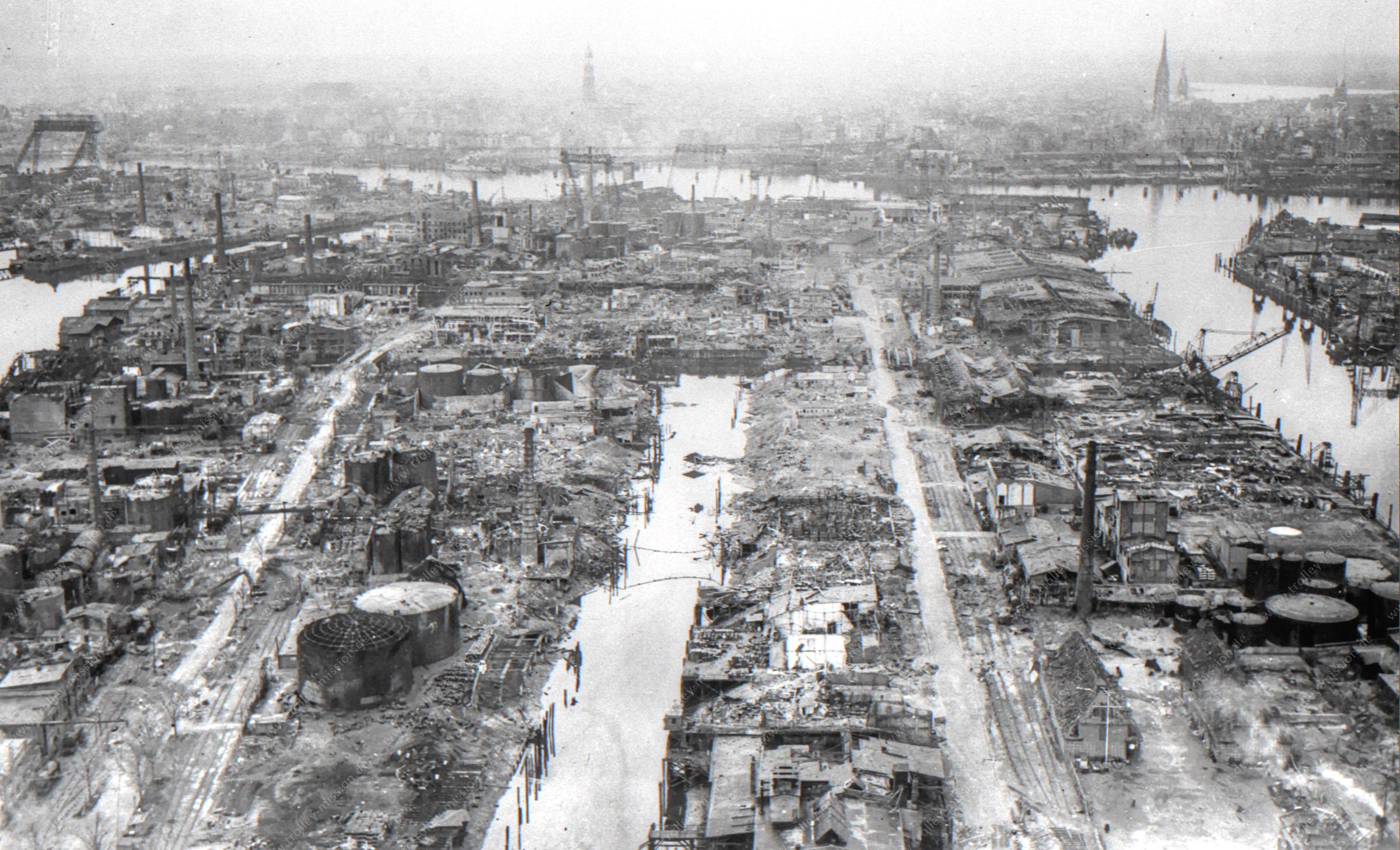 Luftaufnahme des Hamburger Hafens (Steinwerder Hafen) nach dem Zweiten Weltkrieg: Steinwerder-Kanal, Grevenhofkanal, Reiherdamm und Ellerholzdamm