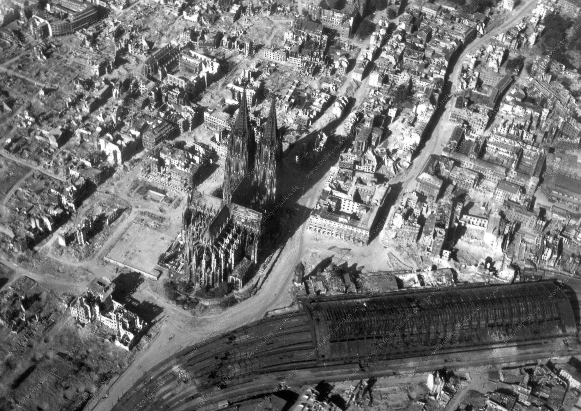 Köln Luftbild vom Hauptbahnhof und vom Dom - Zweiter Weltkrieg