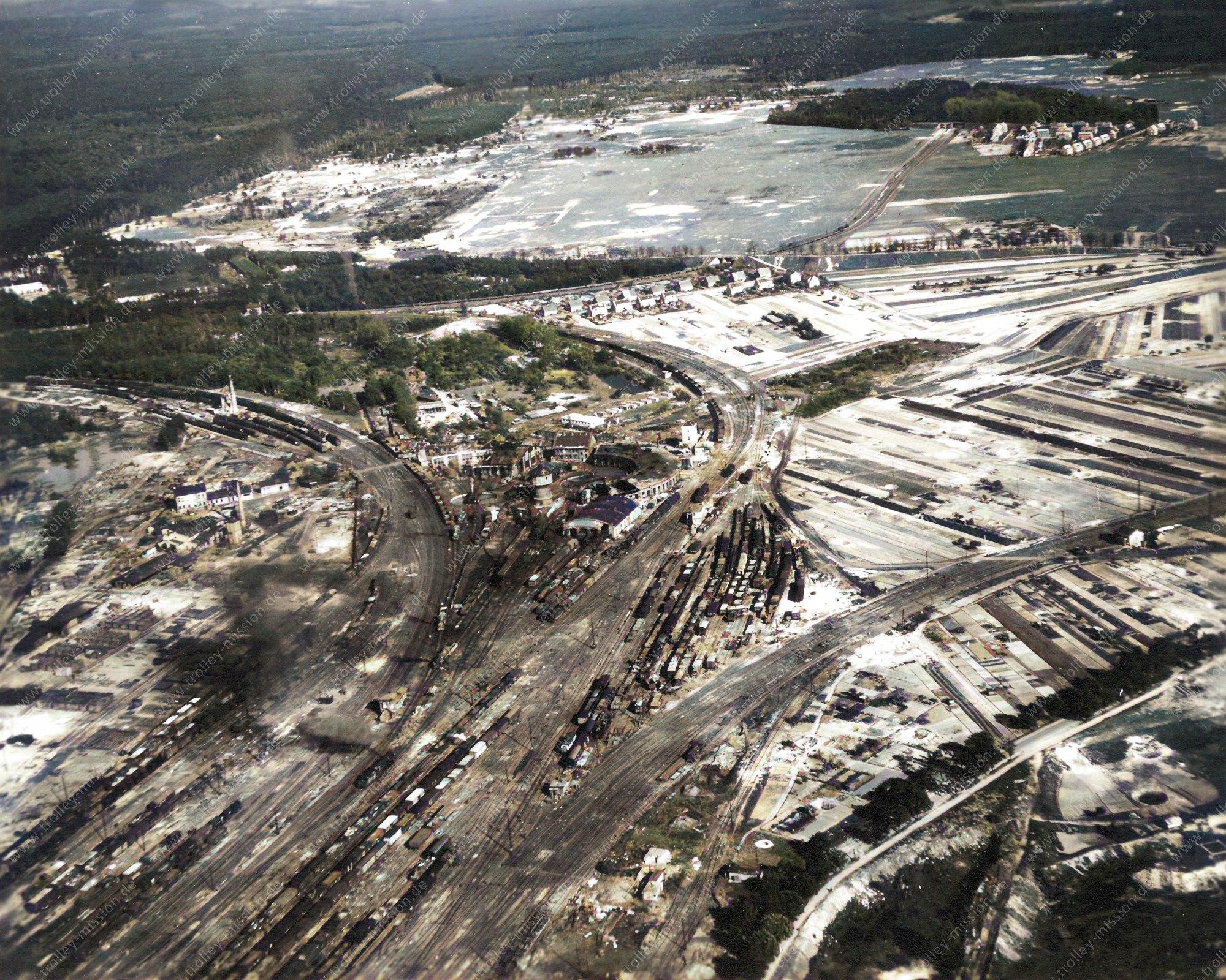 Nachkoloriertes Luftbild vom Bahnbetriebswerk Hanau Ost