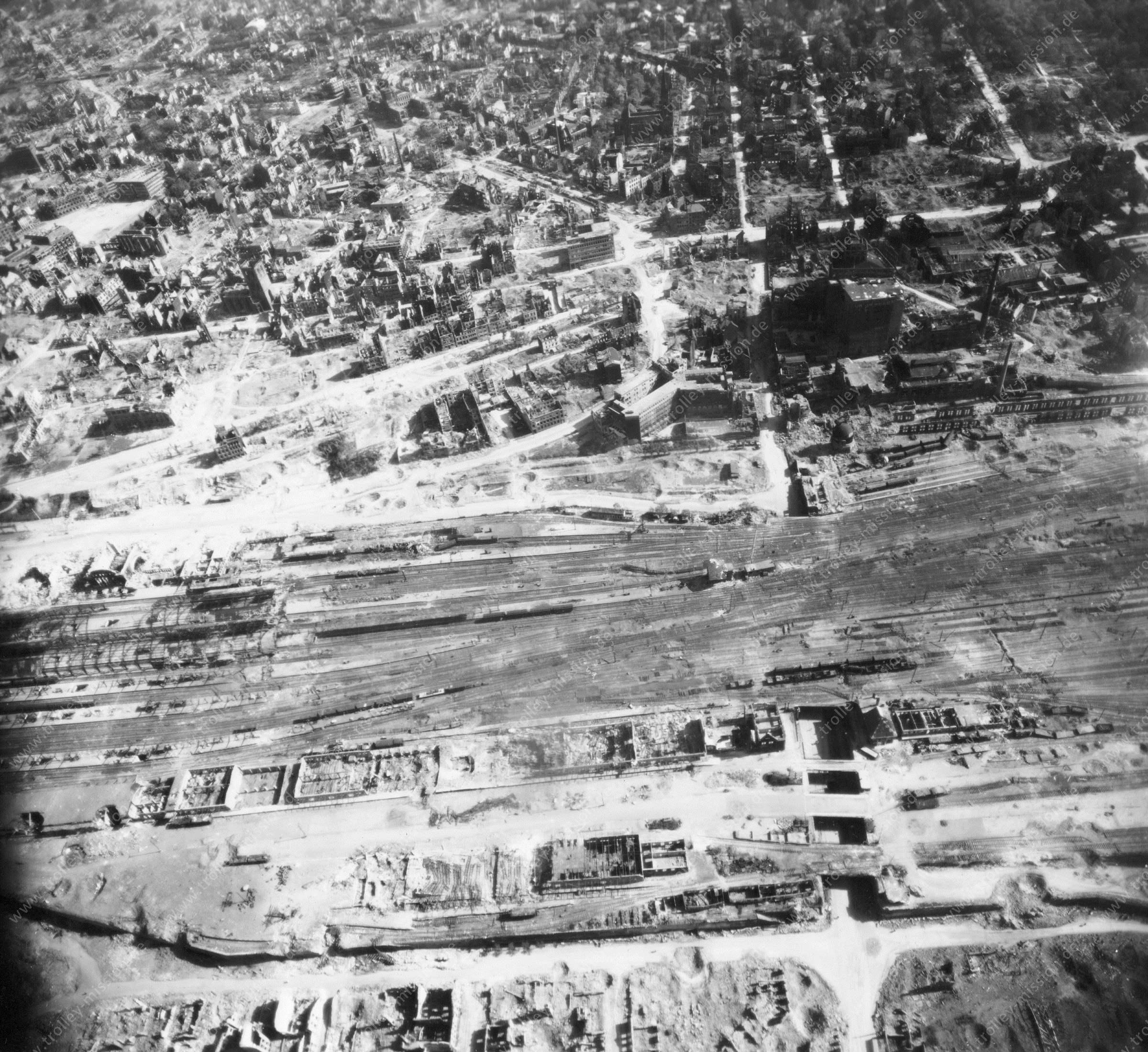 Luftbild von Dortmund am 12. Mai 1945 - Luftbildserie 2/4 der US Air Force