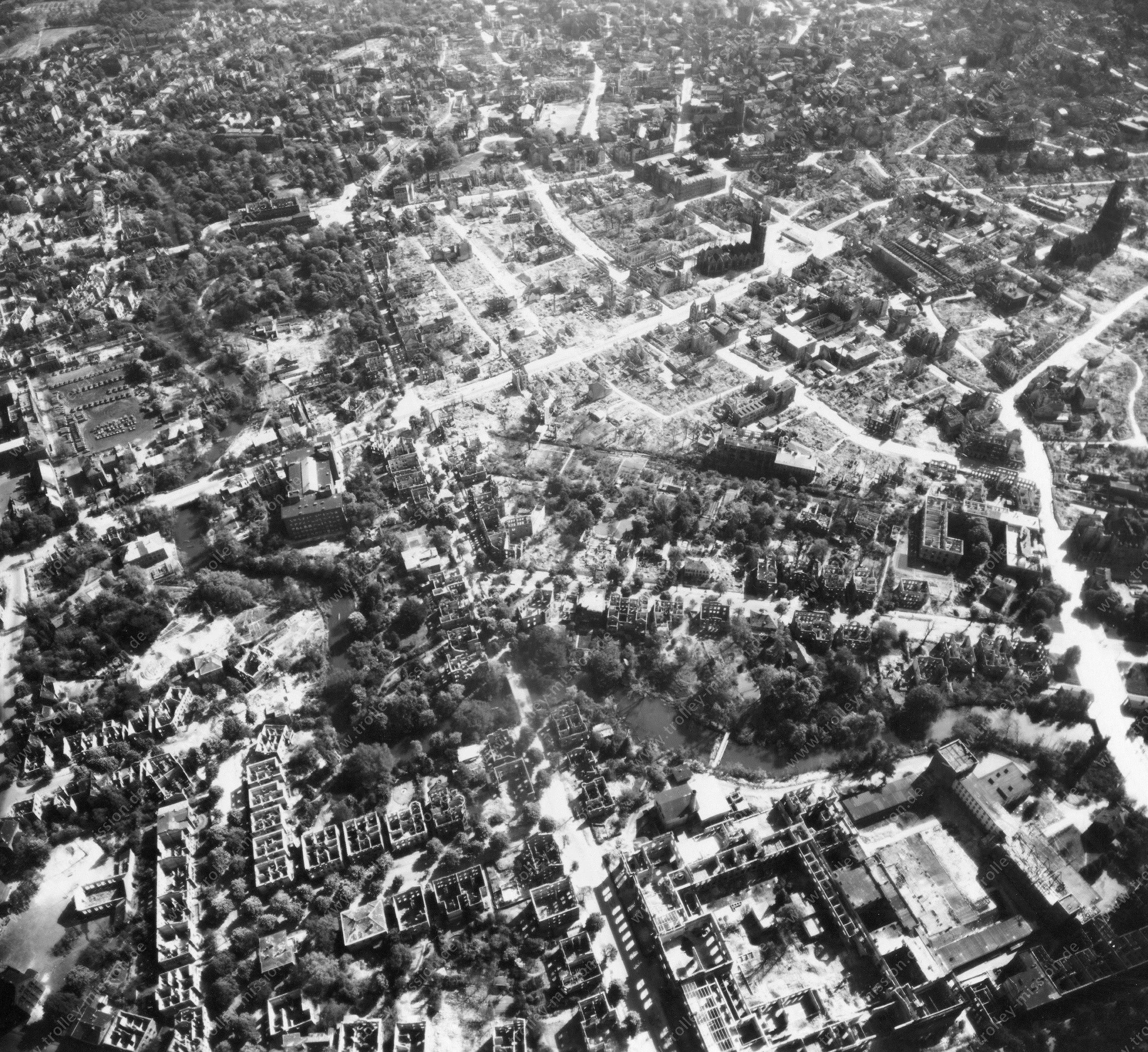 Luftbild von Braunschweig am 12. Mai 1945 - Luftbildserie 6/11 der US Air Force