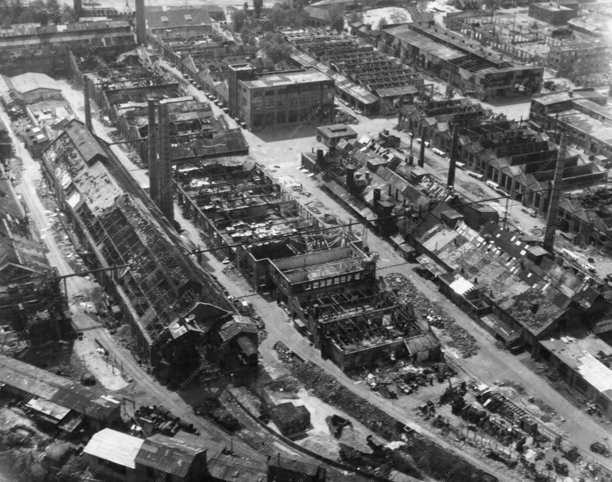 Heddernheimer Kupferwerk - Luftbild Vereinigte Deutsche Metallwerke - Frankfurt am Main im Mai 1945