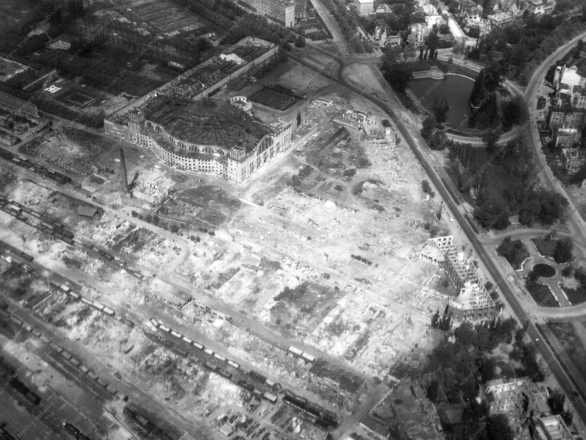 Festhalle bzw. Messehalle Frankfurt am Main - Luftbild Zweiter Weltkrieg