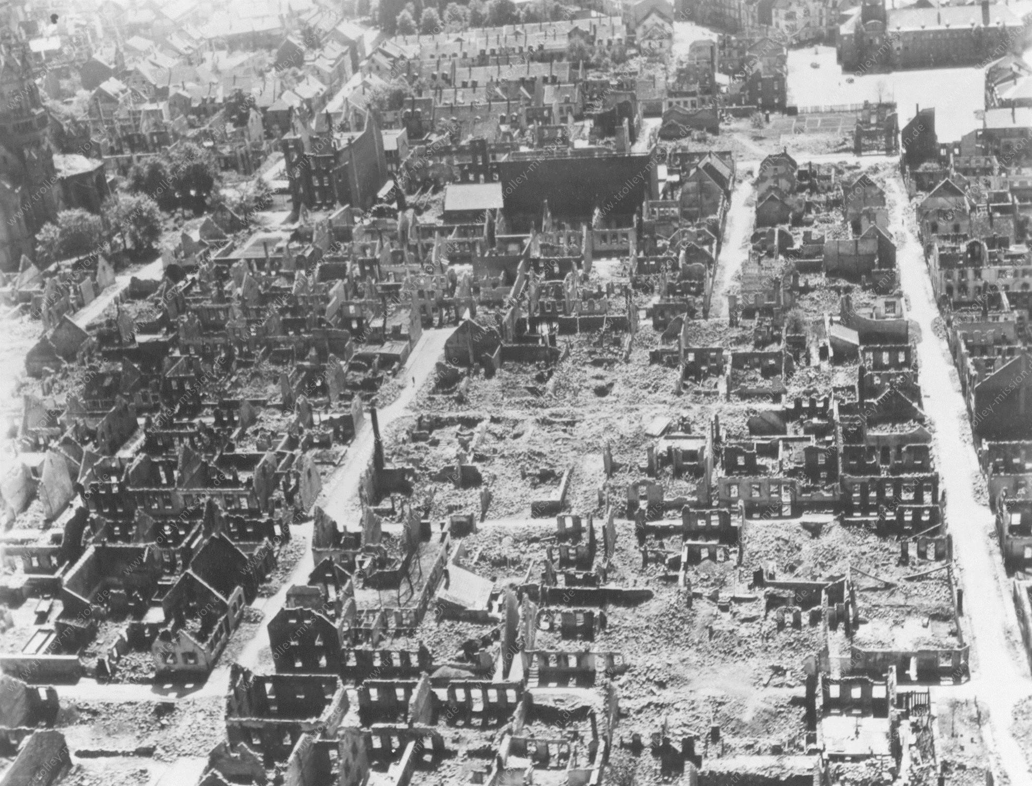 Kaiserslautern nach dem Zweiten Weltkrieg: Apostelkirche, Pfaffplatz und Pfaffbad sowie Wollstraße