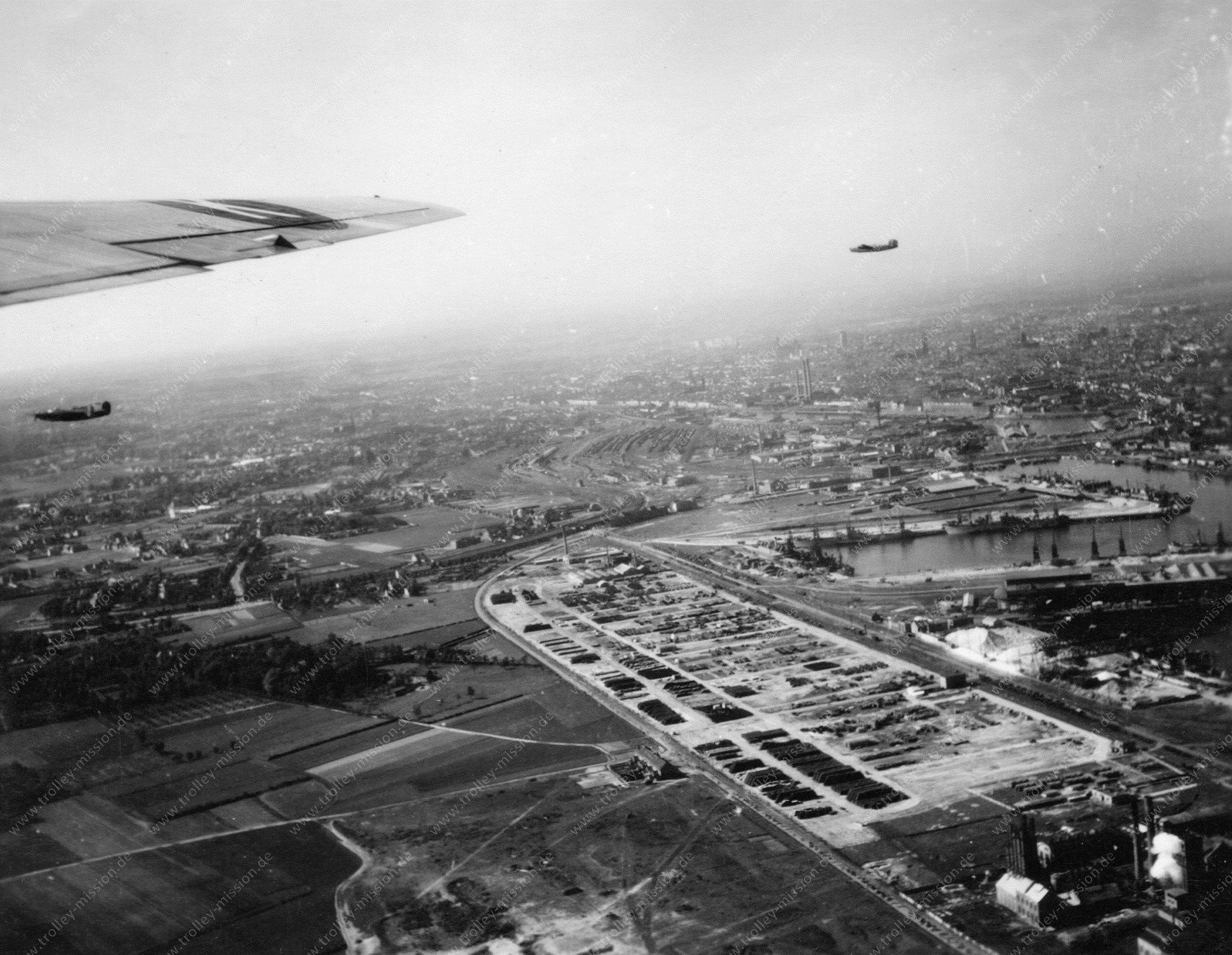 Luftbild der US Air Force über dem Hafen von Gent im Zweiten Weltkrieg (Belgien)