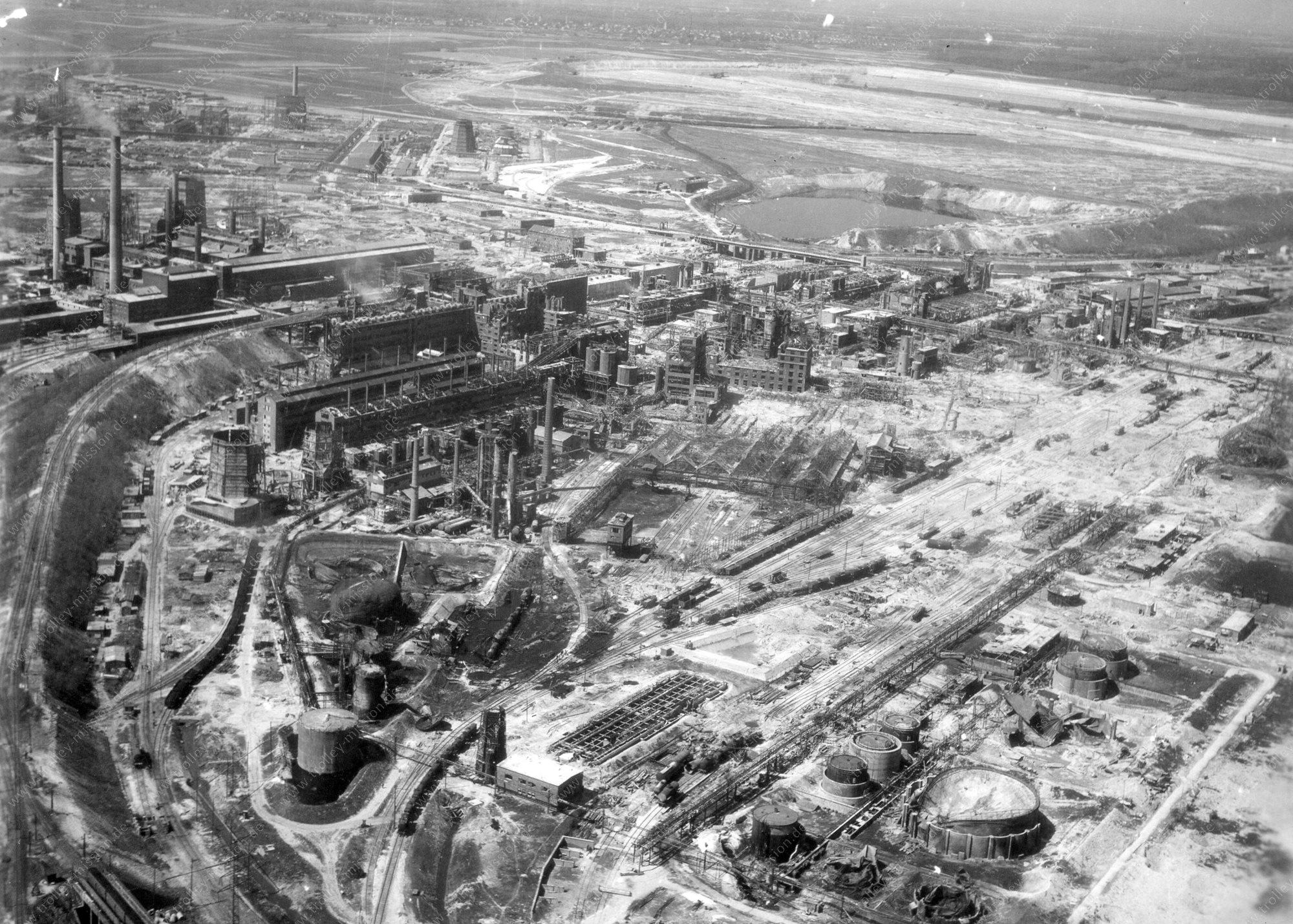 Unbekanntes Luftbild - Zweiter Weltkrieg - Raffinerie