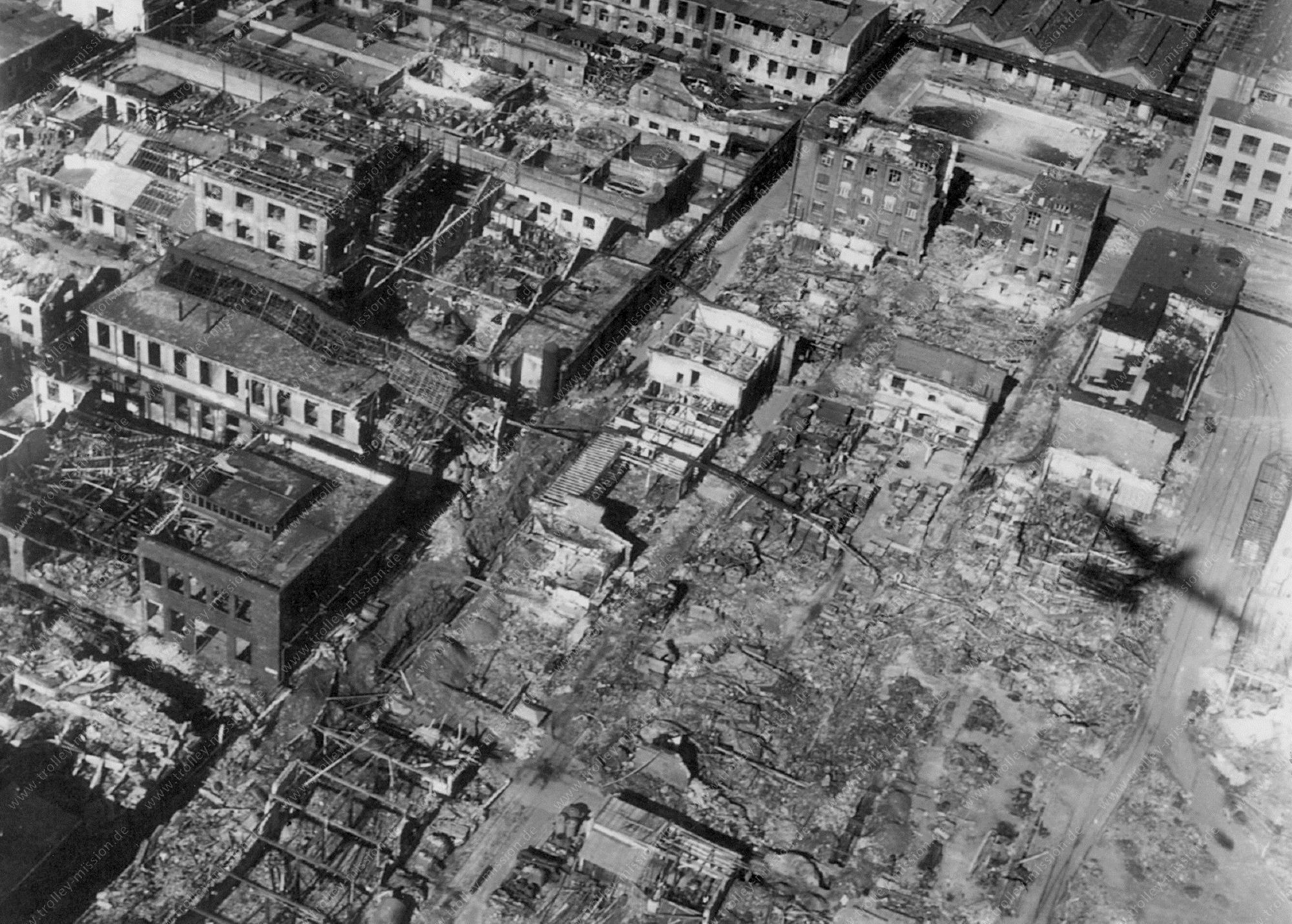 Werksgelände der alten Badischen Anilin- und Sodafabrik (BASF) - später IG Farben AG - in Ludwigshafen am Rhein nach der Zerstörung durch Fliegerbomben