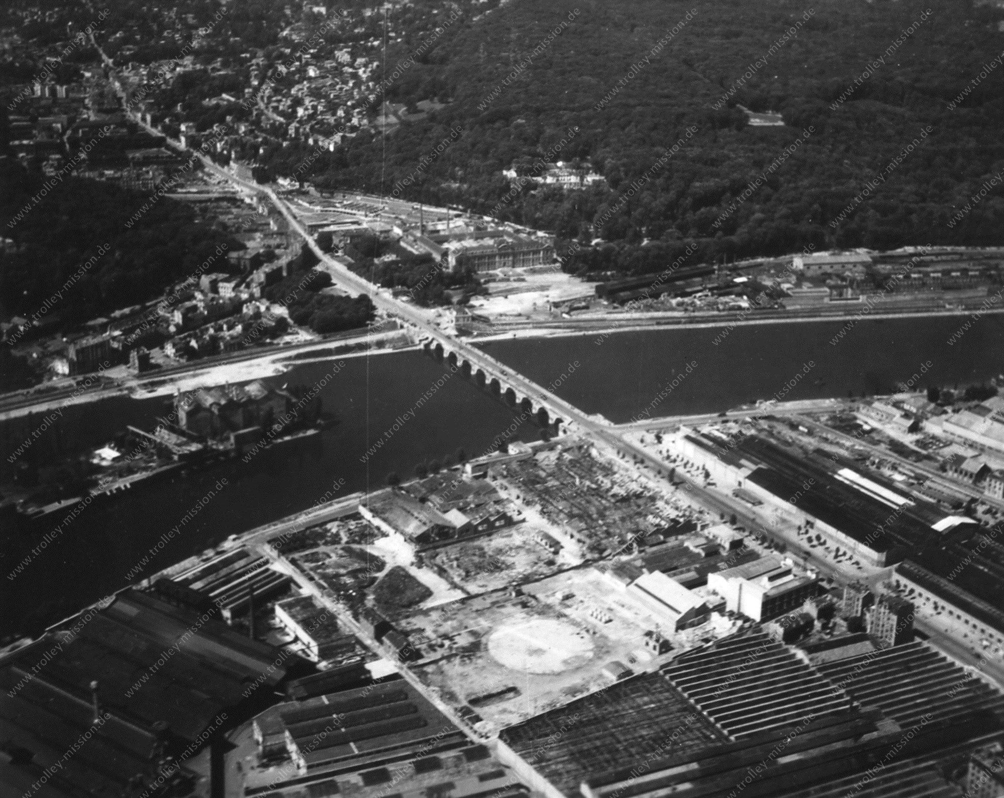 Vue aérienne de l'ancien pont entre Boulogne-Billancourt et Sèvres (Pont de Sèvres)
