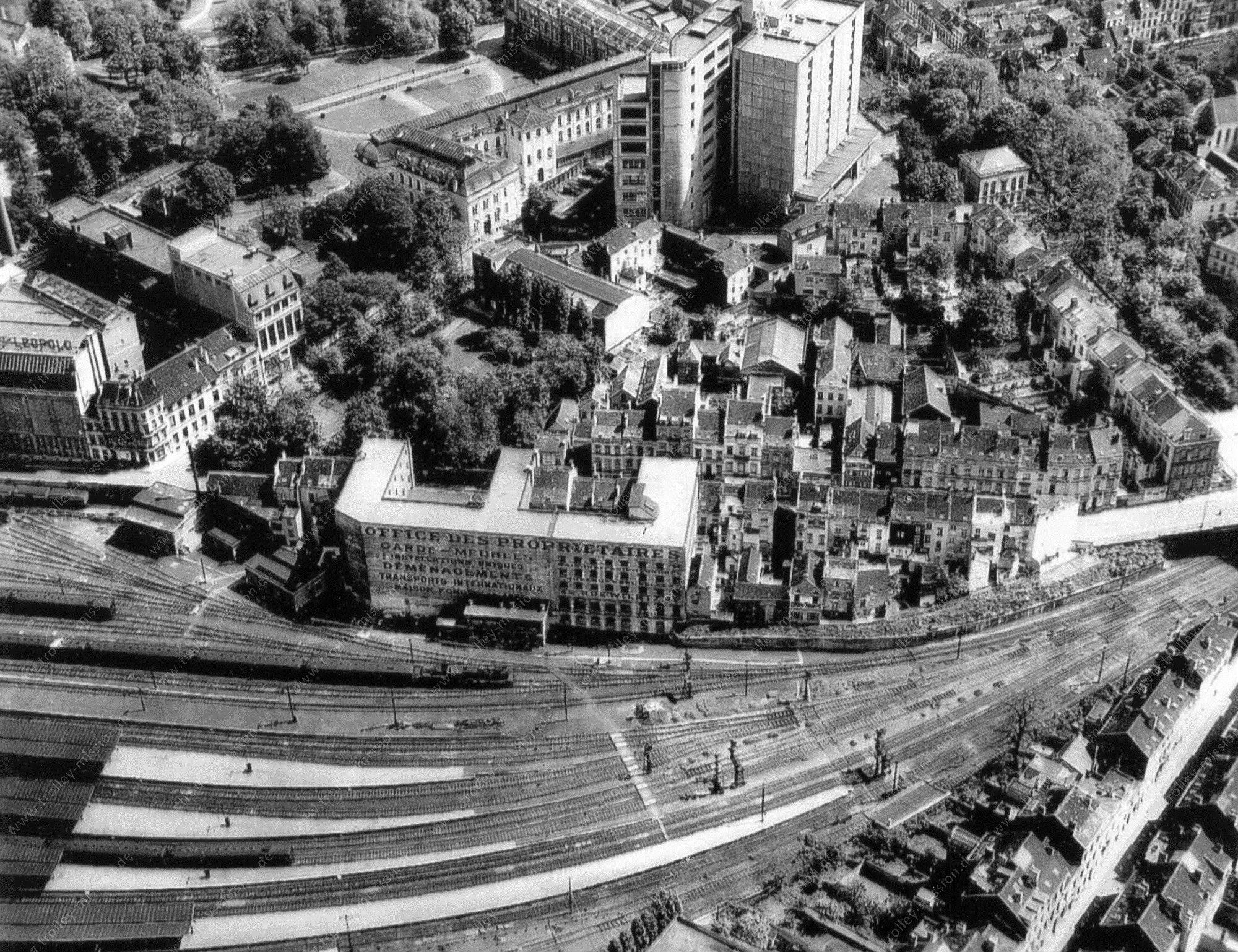 Rue Wiertz et la gare de Bruxelles-Luxembourg à Ixelles - Photo aérienne ancienne 1945