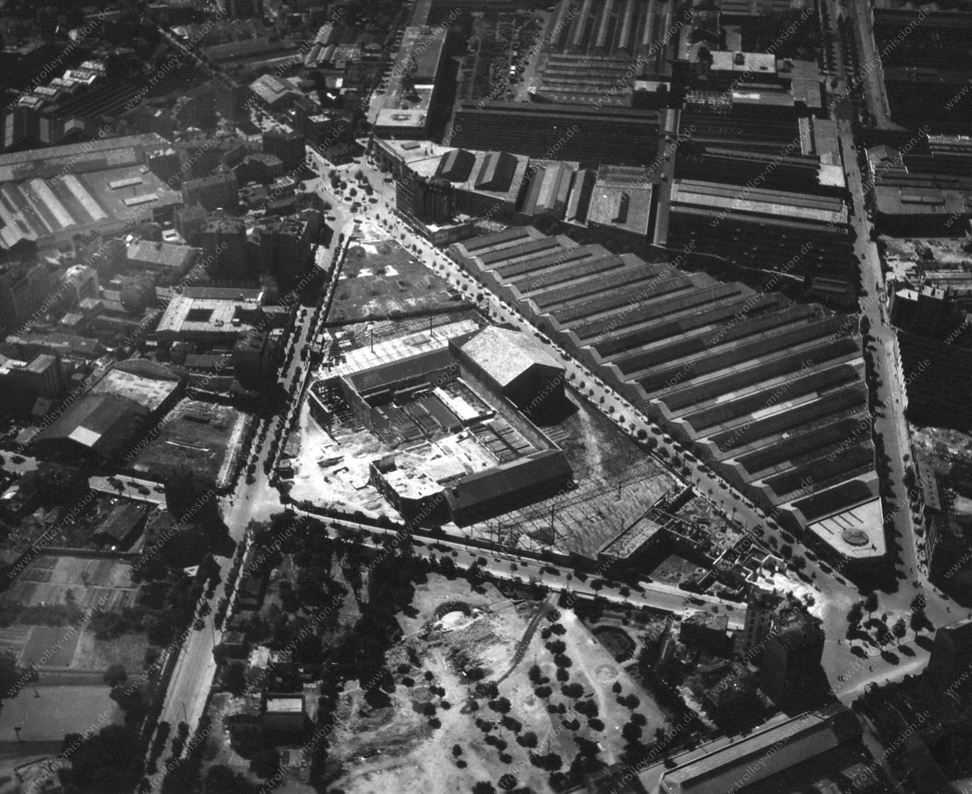 Photographie aérienne des vastes usines du constructeur automobile Renault en Boulogne-Billancourt