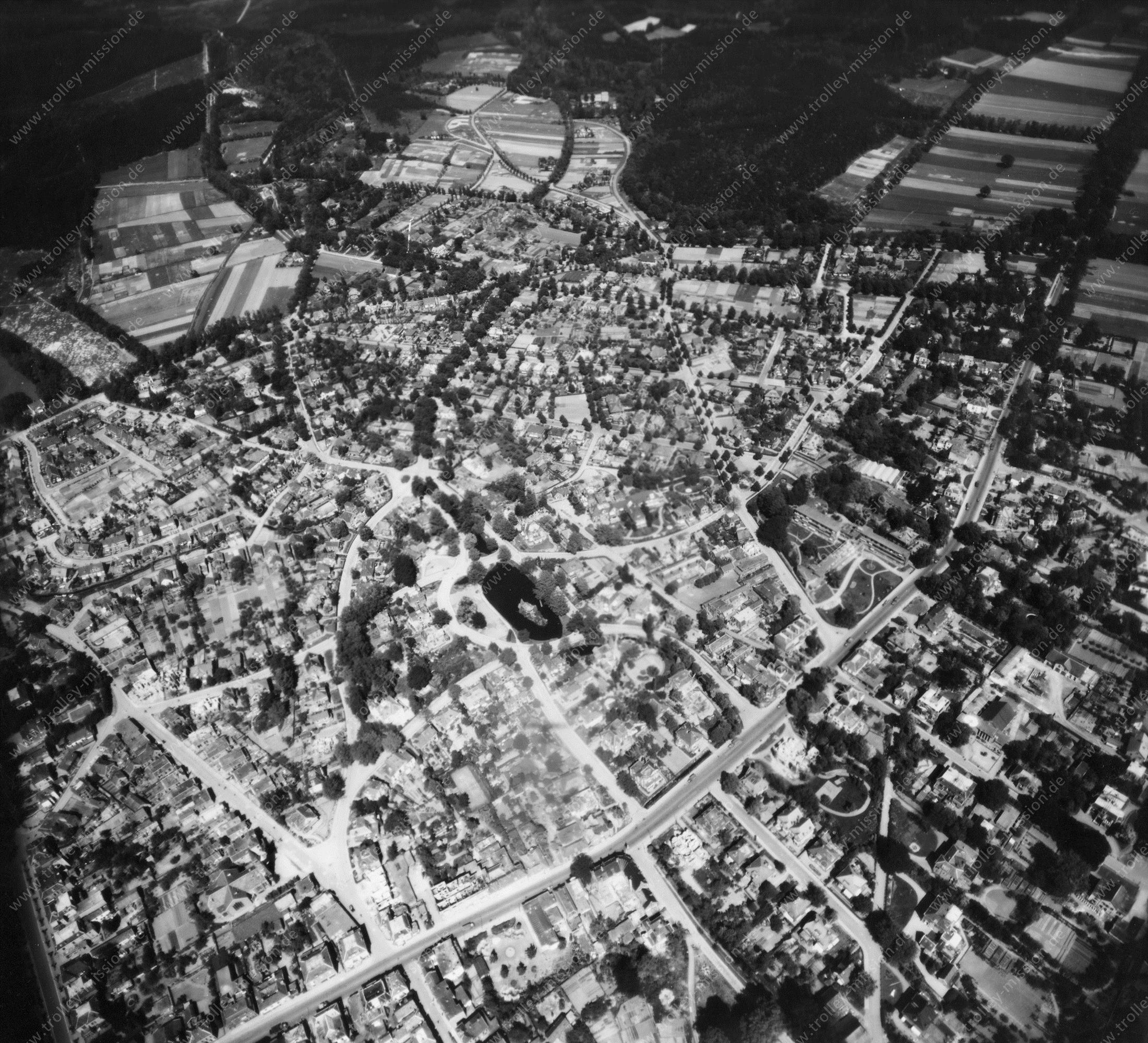 Velp (Gelderland) in de Tweede Wereldoorlog - Luchtopname 5/5 op 12 mei 1945