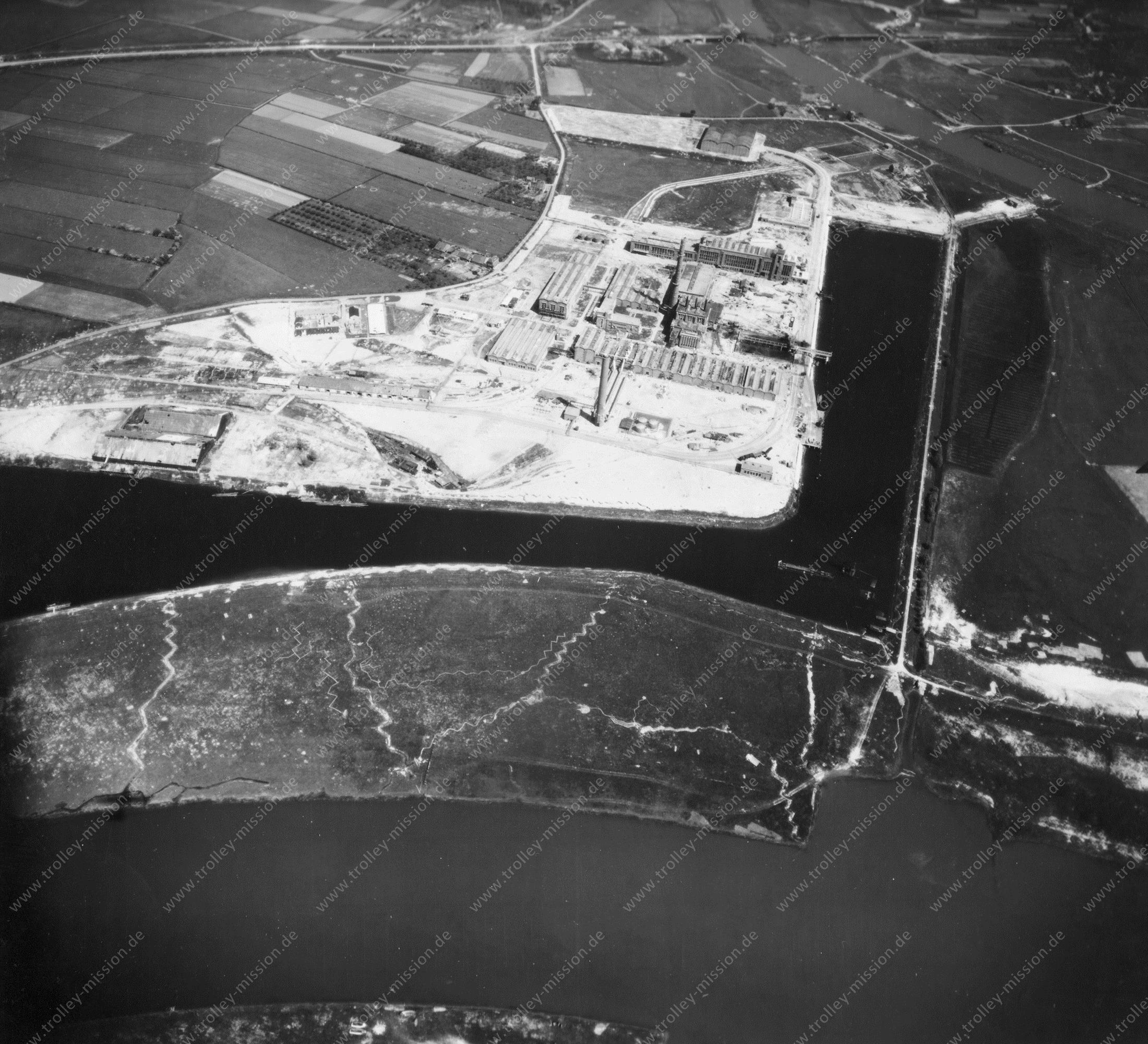 Arnhem Nieuwe Haven (Luchtfoto 2/5) - Kleefse Waard - Foto uit de Tweede Wereldoorlog