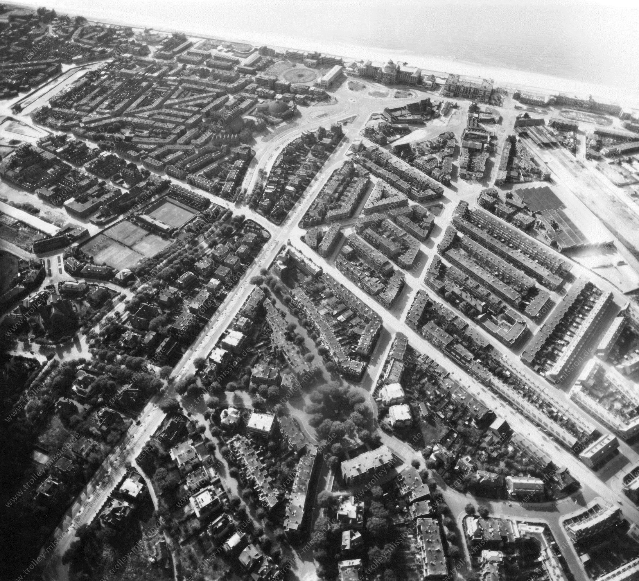 Luchtfoto van Den Haag Kurhaus en Scheveningen Wereldoorlog