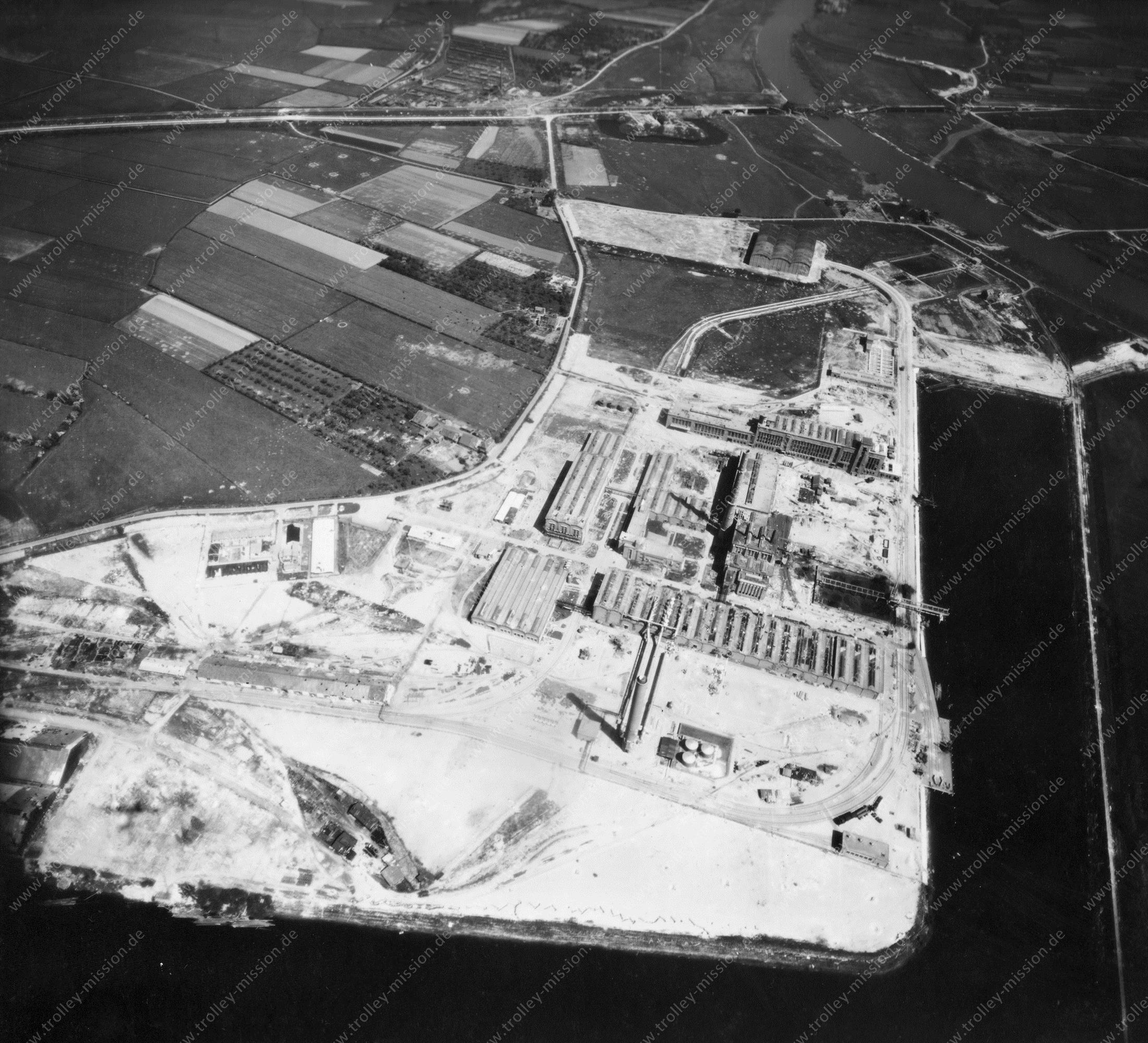 Arnhem Nieuwe Haven (Luchtfoto 3/5) - Kleefse Waard - Foto uit de Tweede Wereldoorlog