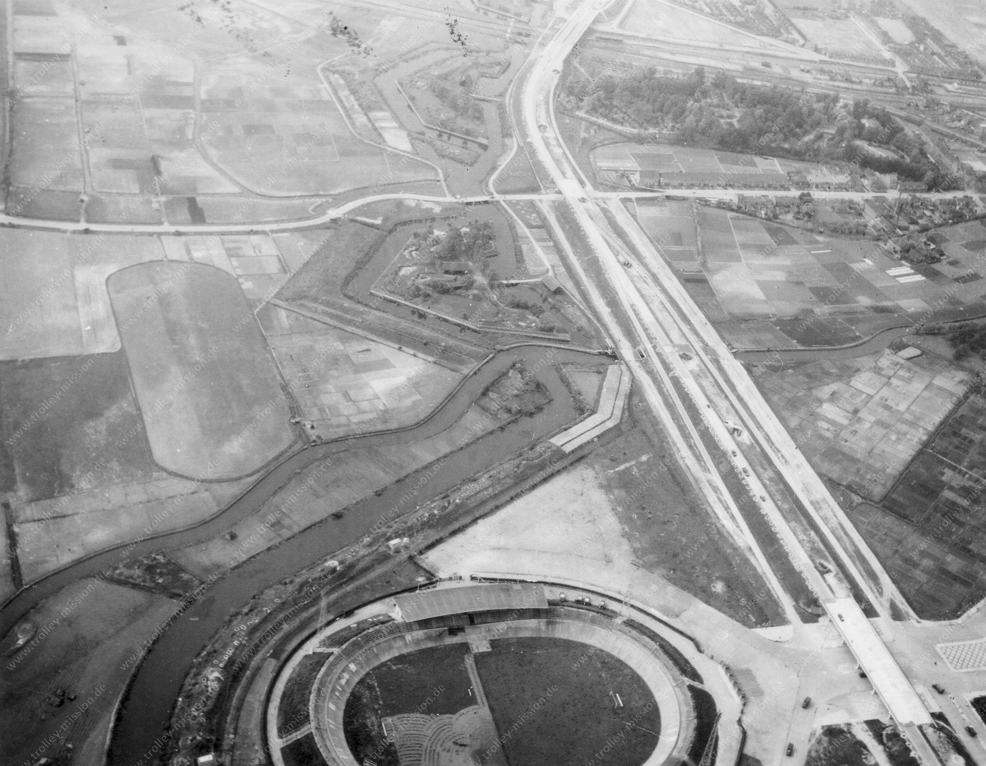 Het oude stadion Galgenwaard in Utrecht - Luchtfoto op mei 1945