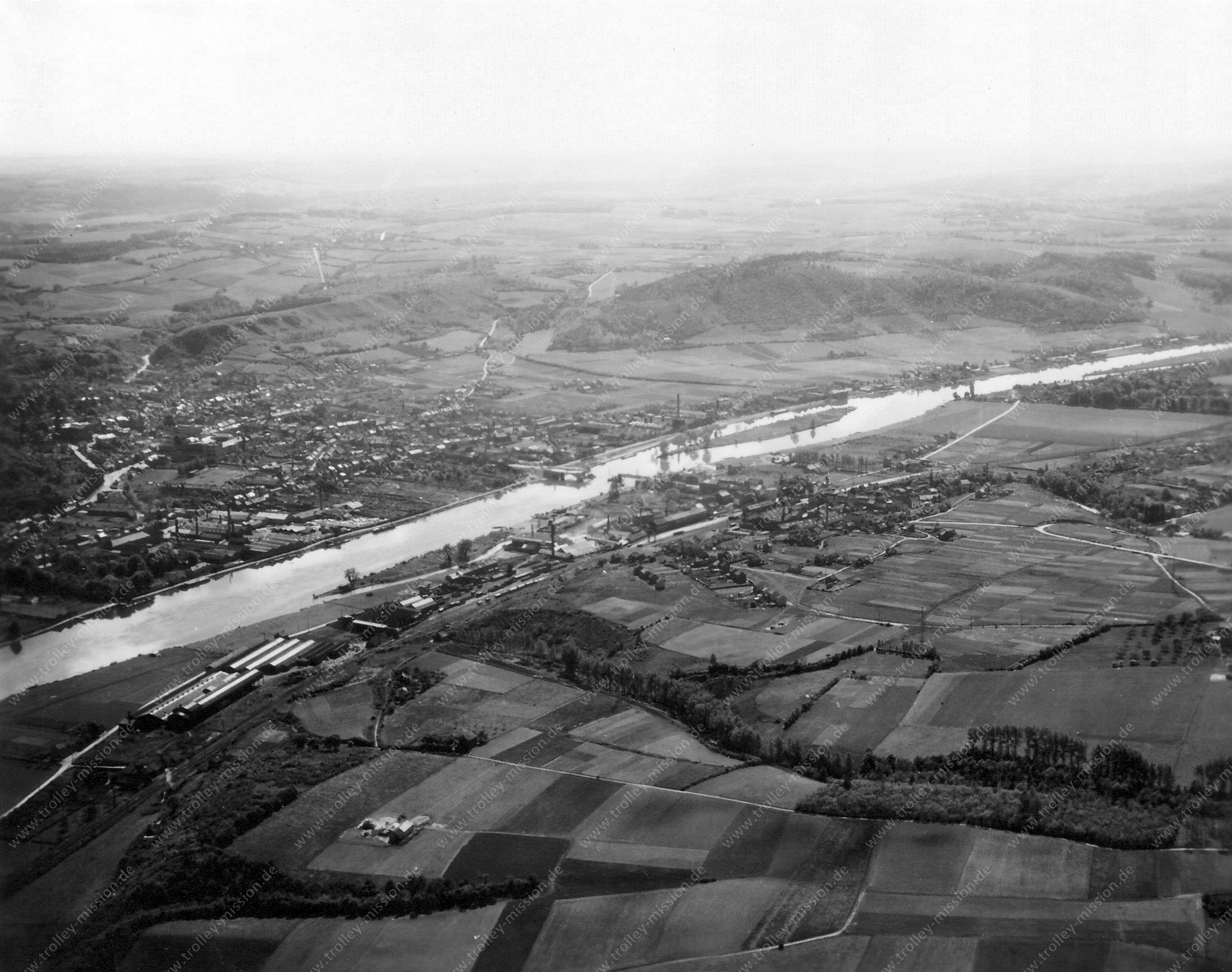 Andenne en rivier de Maas Luchtfoto 1945