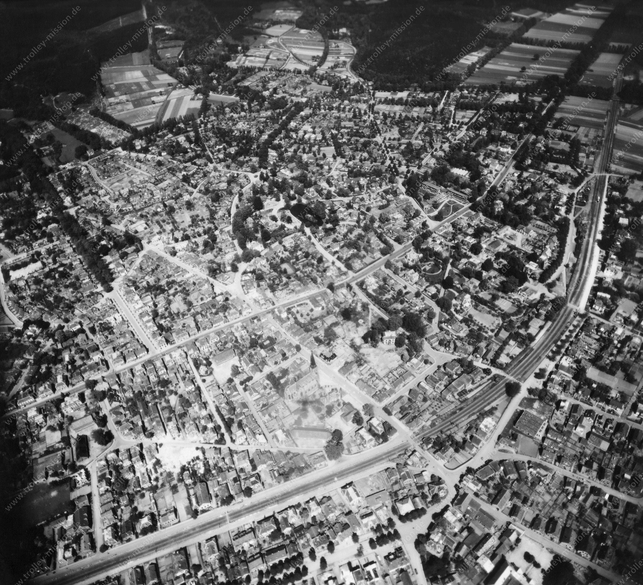 Velp (Gelderland) in de Tweede Wereldoorlog - Luchtopname 4/5 op 12 mei 1945
