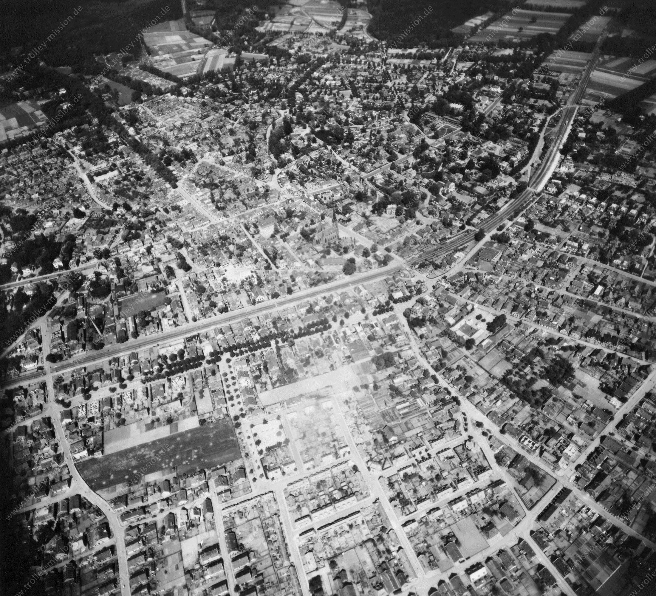 Velp (Gelderland) in de Tweede Wereldoorlog - Luchtopname 3/5 op 12 mei 1945